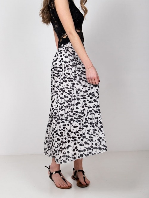 Long pleated skirt with flowers White