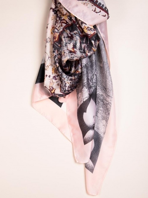 Maxi floral print scarf Pink