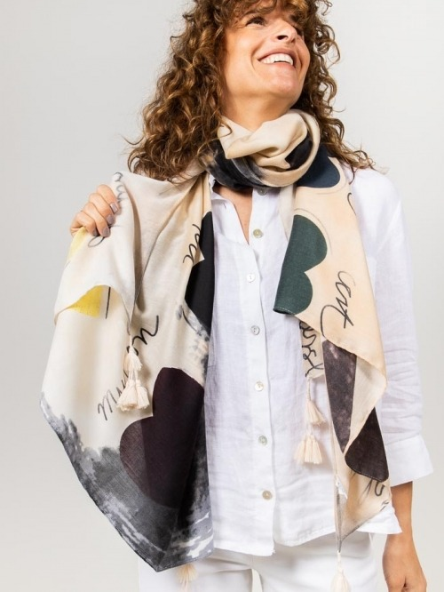 Maxi scarf drawing hearts Beige