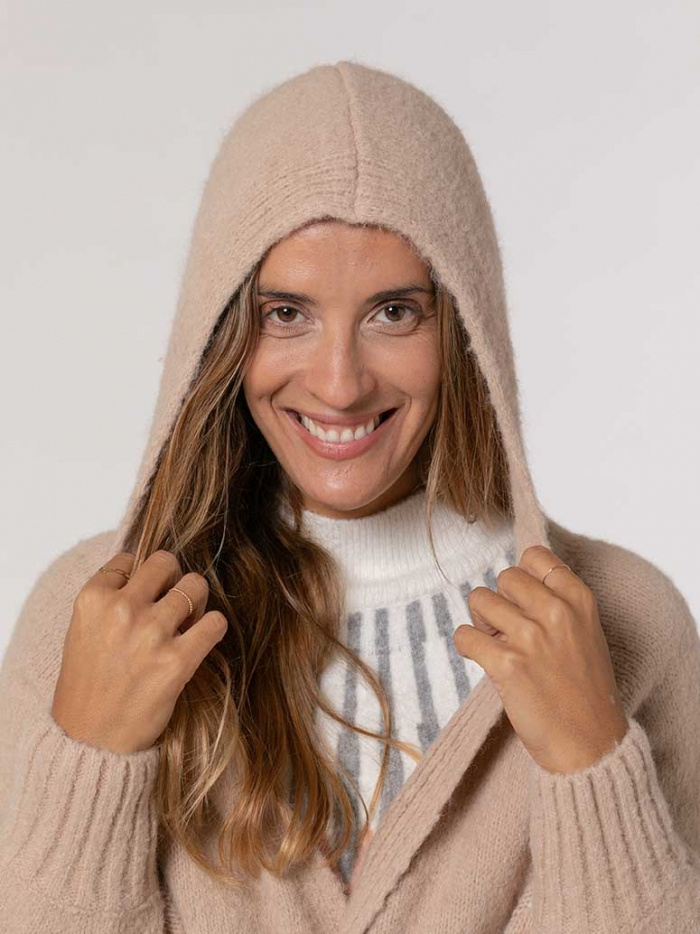 Woman Knitted jacket with hood and belt Camel