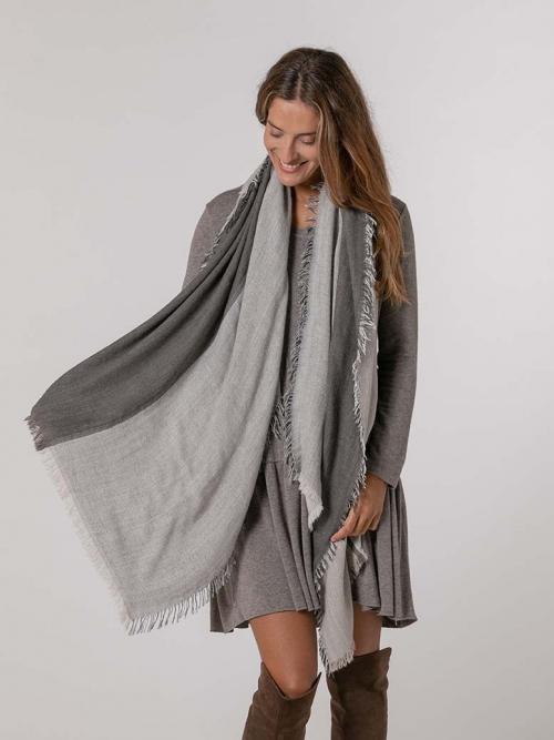 Bufanda lana con flecos Gris