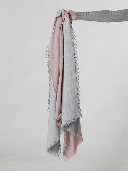 Wool scarf with fringes Pink