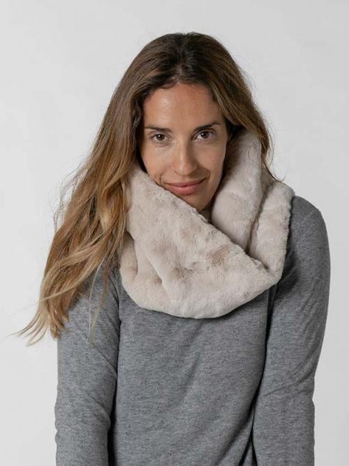Woman classic fur collar Beige