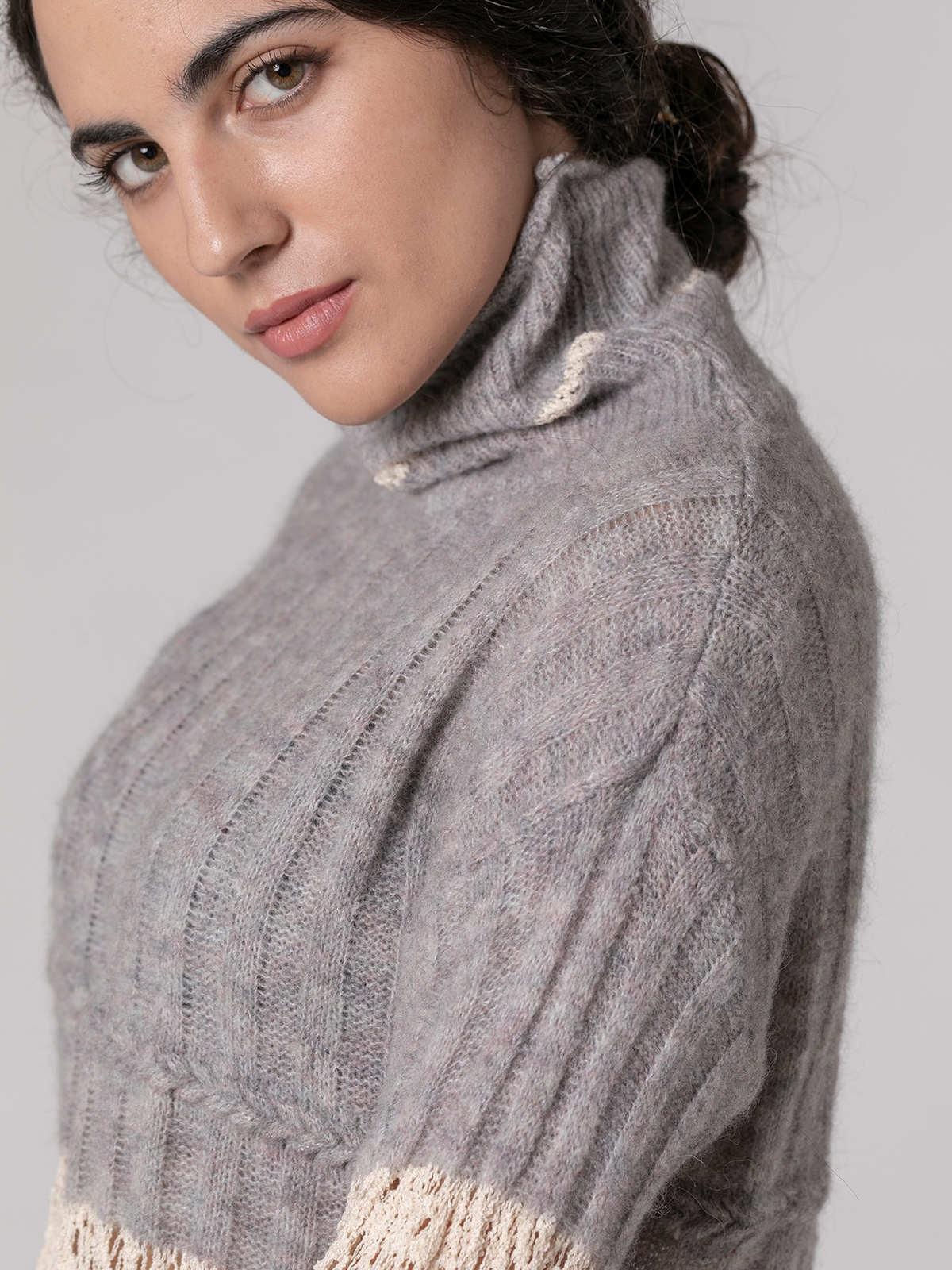 Jersey mujer cuello alto franjas Gris