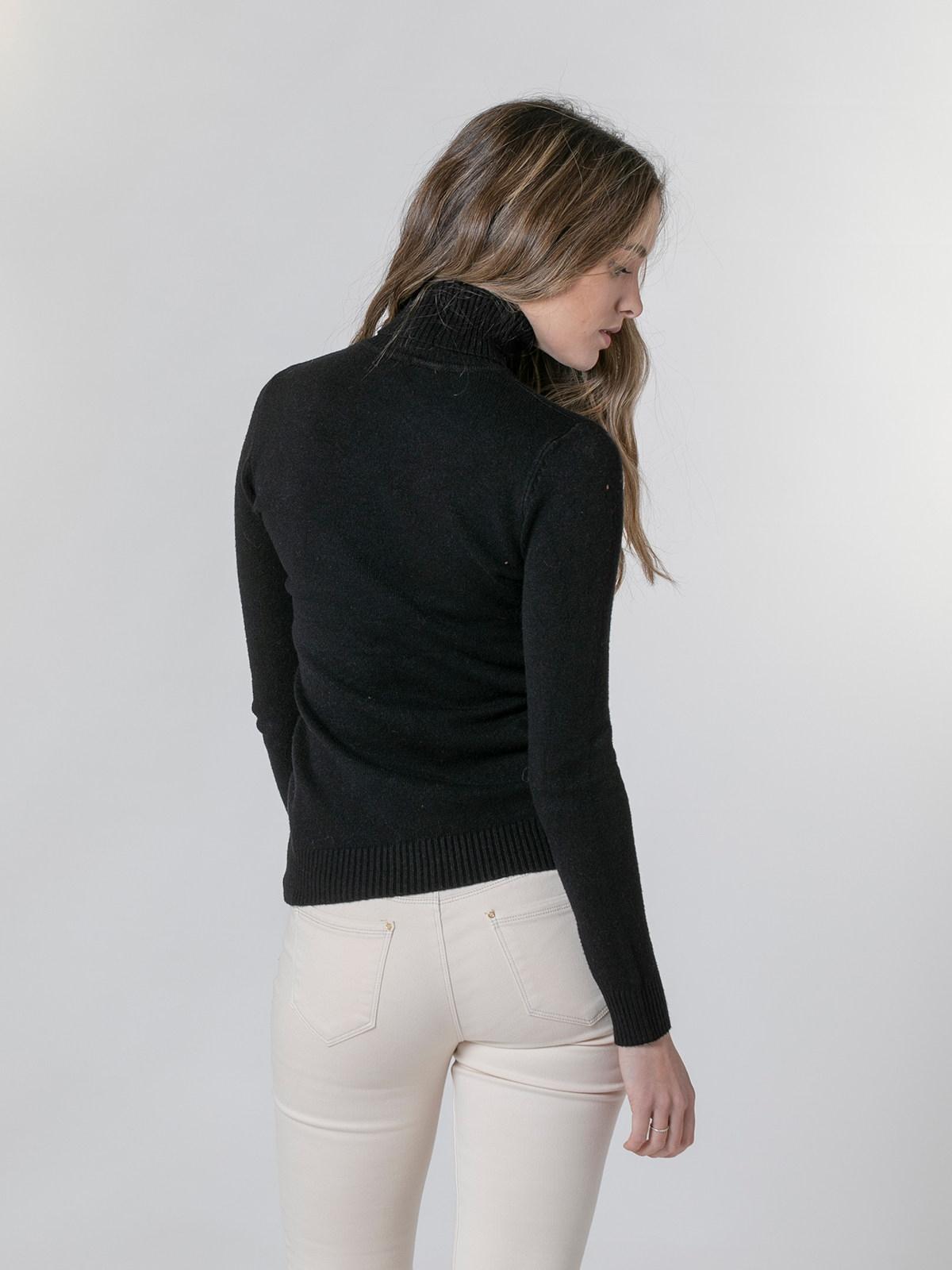 Woman Soft thick turtleneck sweater Black