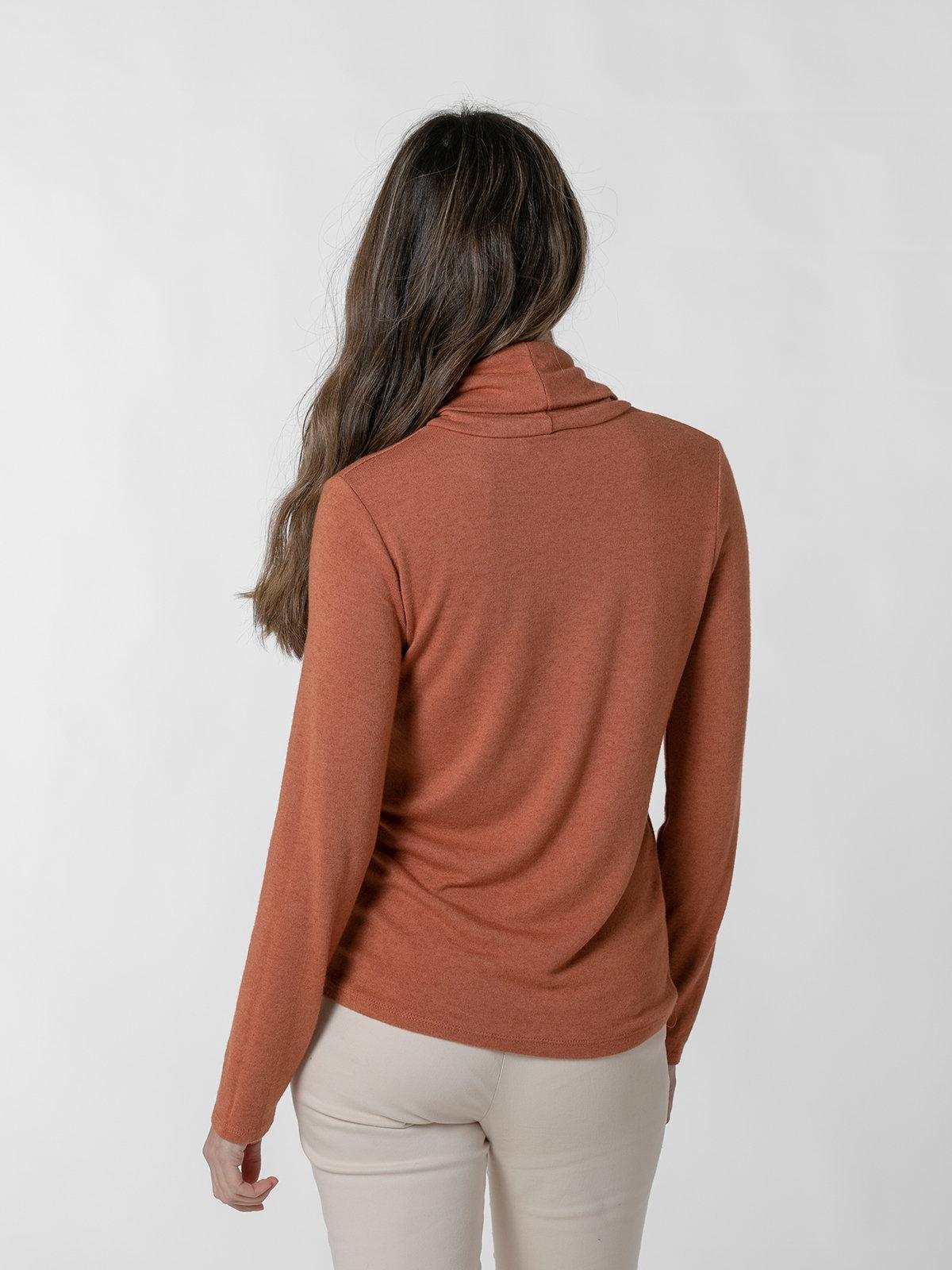 Jersey fino cuello alto mujer Teja