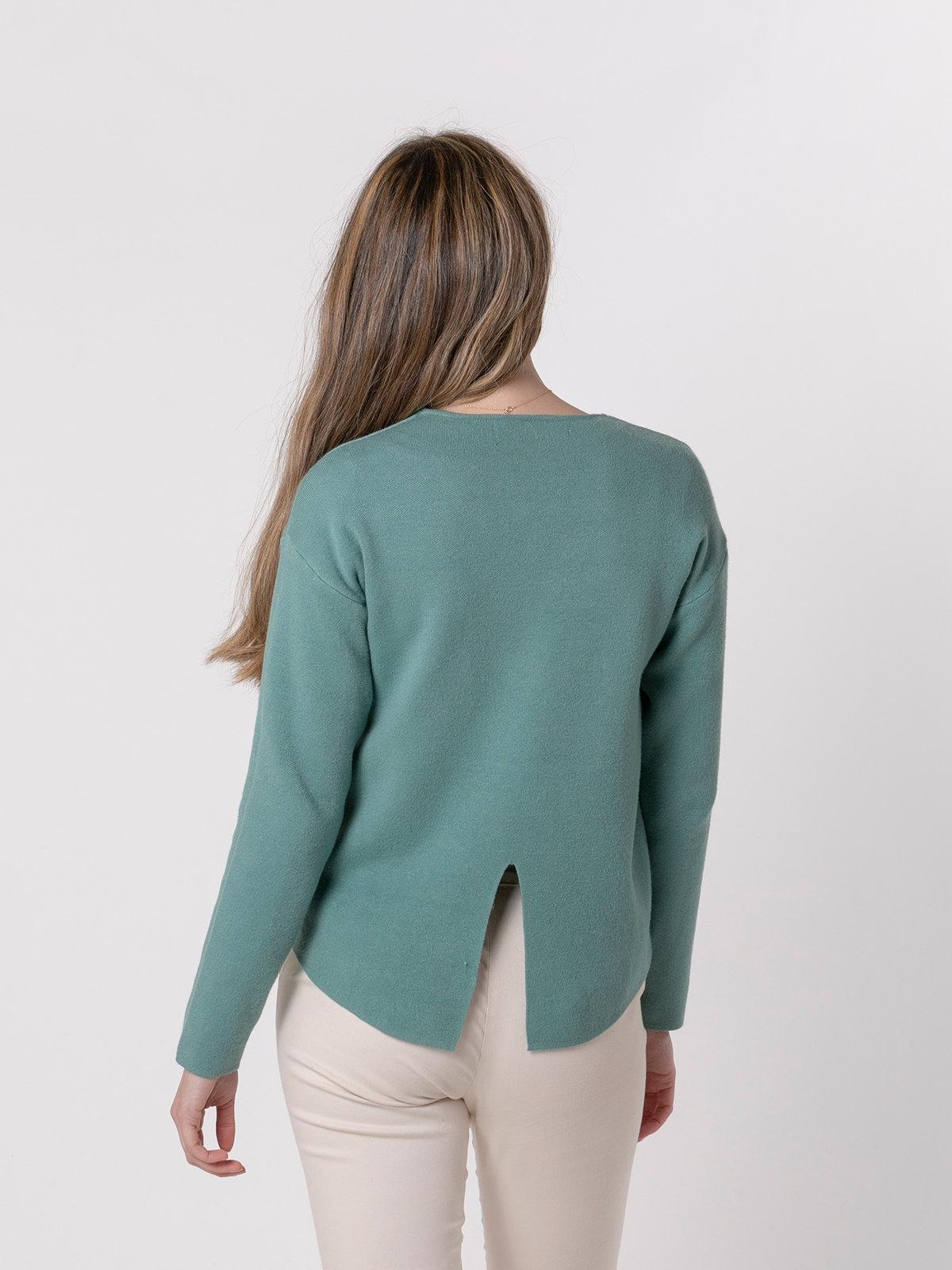 Woman Soft round neck knit sweater Green