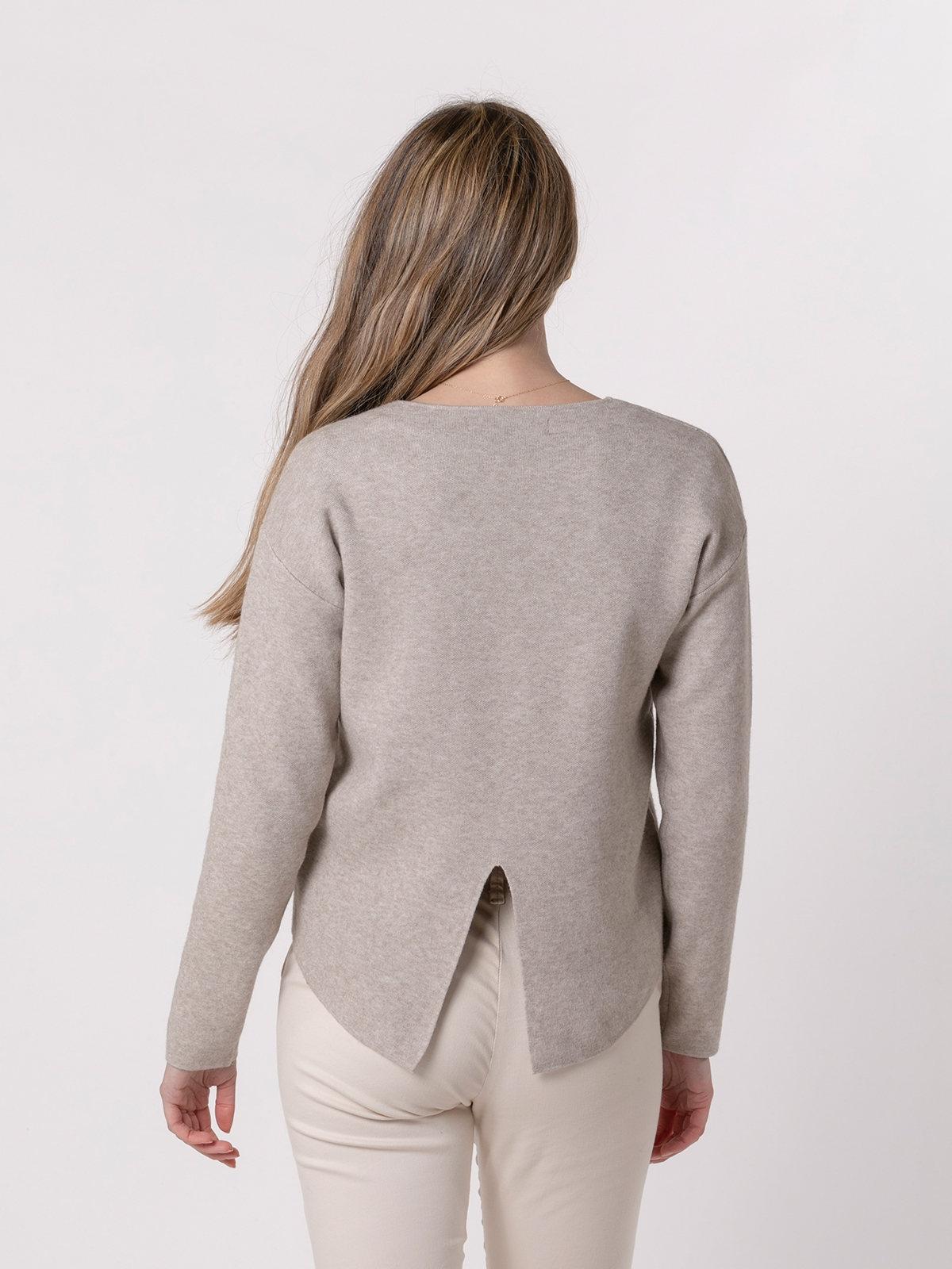 Woman Soft round neck knit sweater Beige