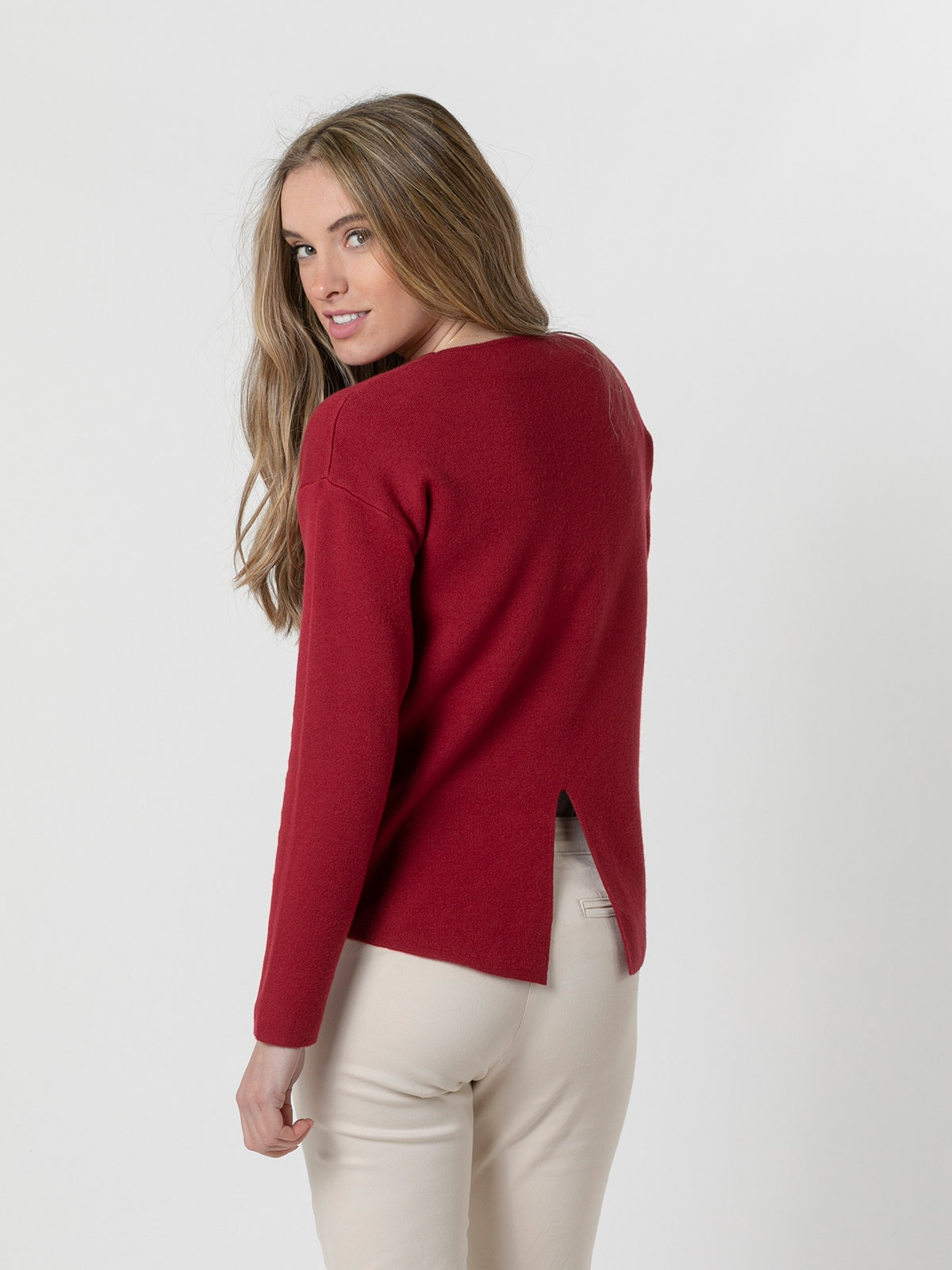 Woman Soft round neck knit sweater Granate
