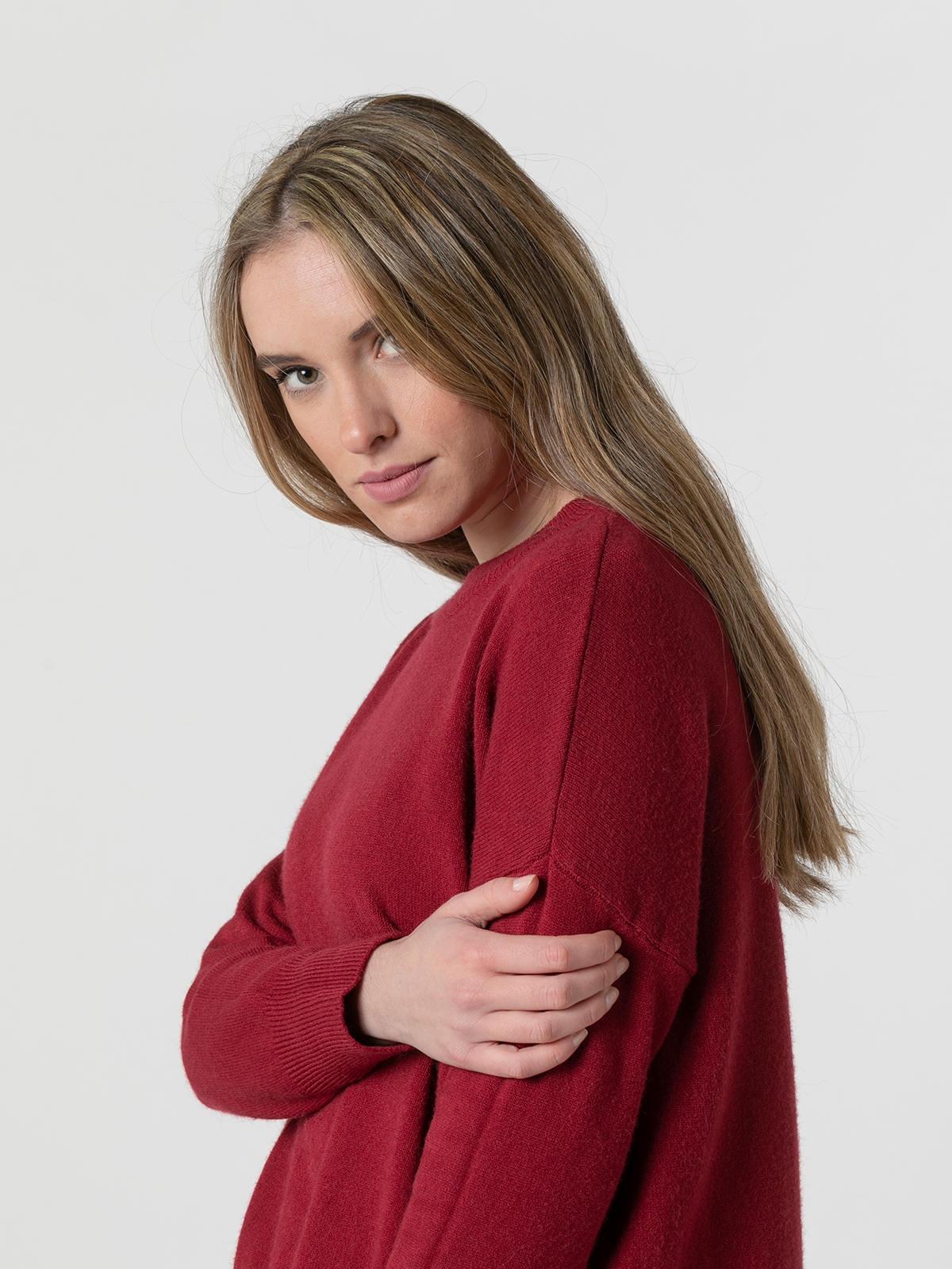 Woman Round neck knit sweater Granate