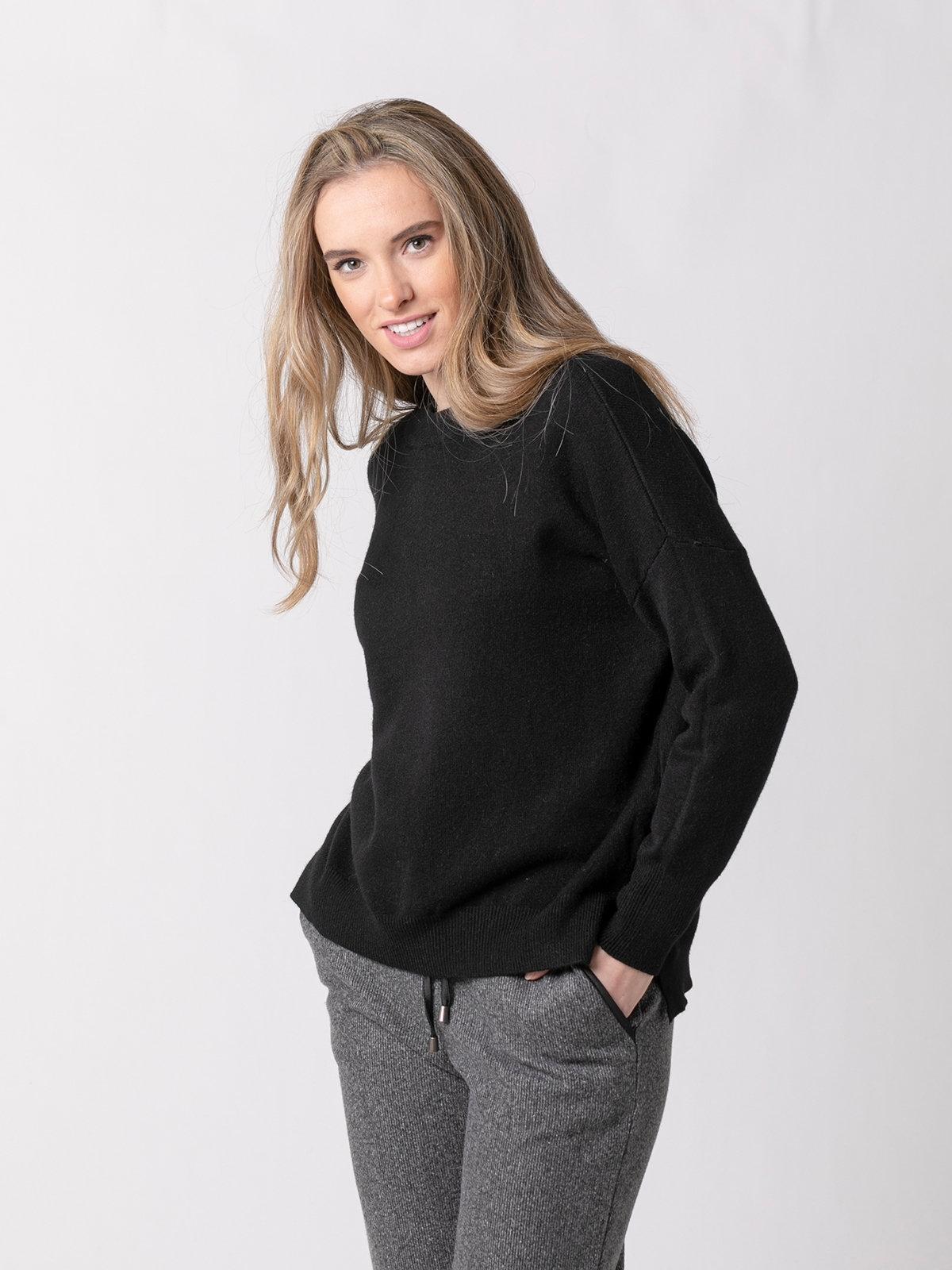 Woman Round neck knit sweater Black