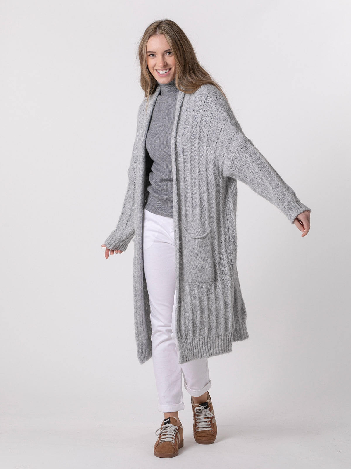 Woman Long knitted jacket with pockets Grey