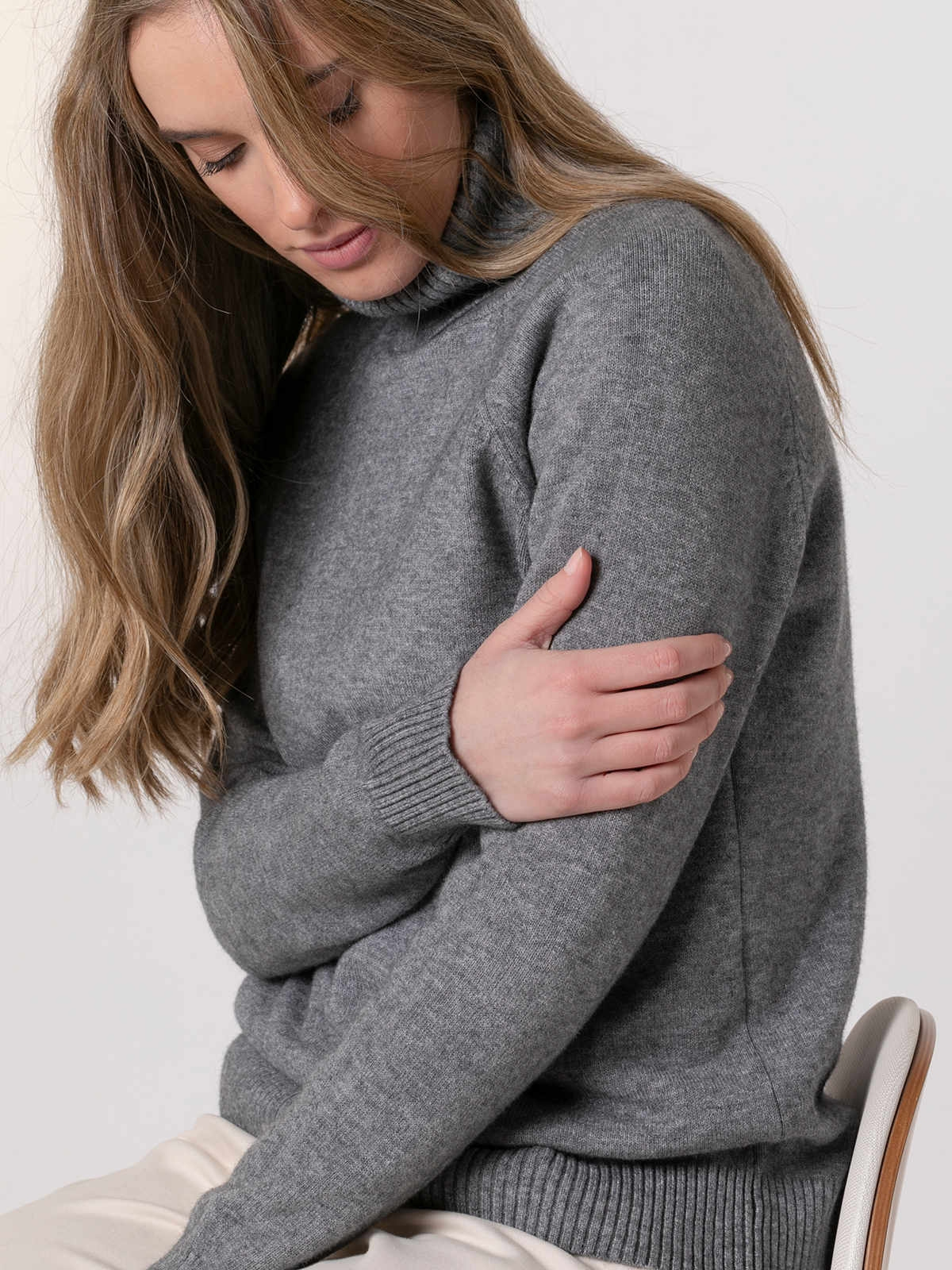 Woman Wide high neck winter knit sweater Grey
