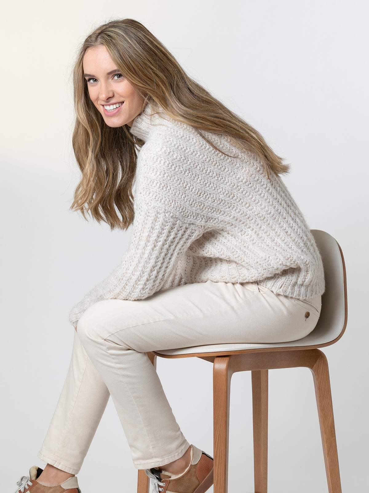 Woman Chunky knit sweater with funnel neck Crudo