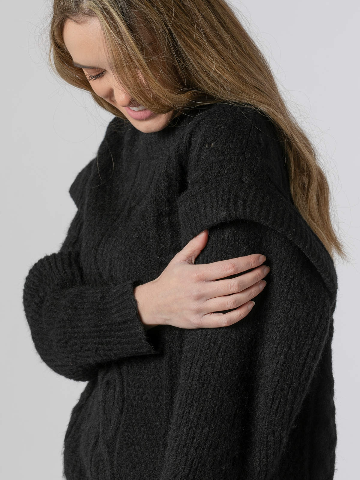Woman Special sleeve knit sweater Black
