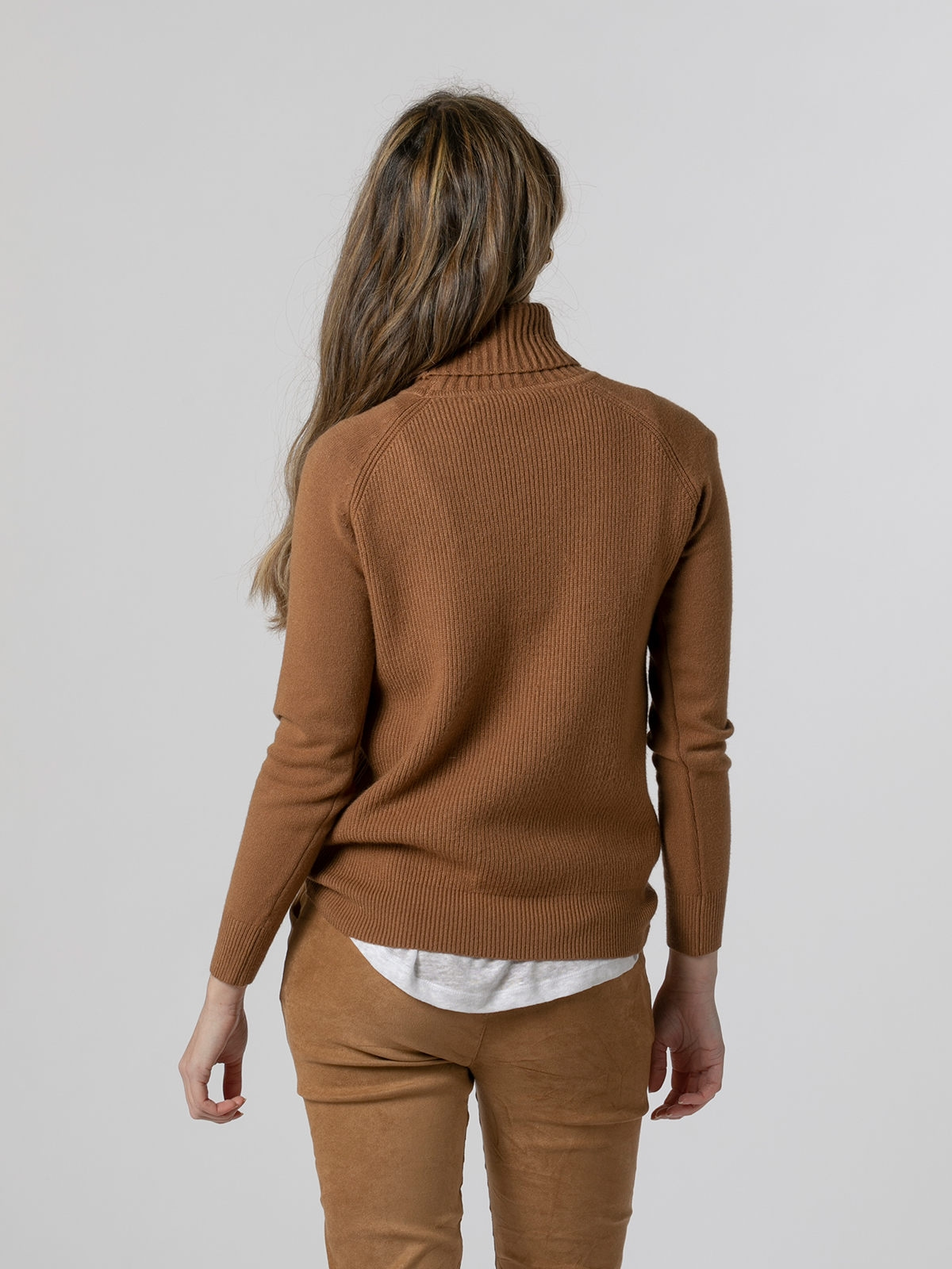 Jersey mujer cuello vuelto canalé Camel