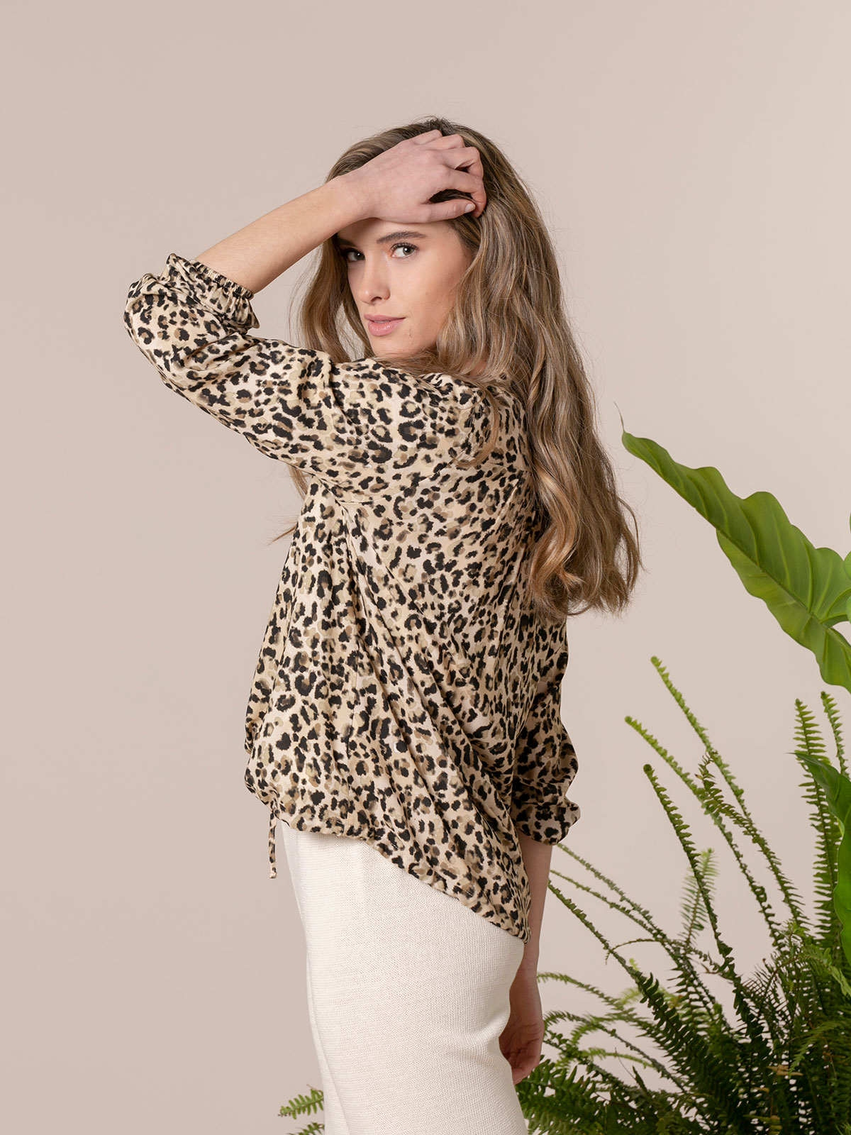 Camisa fluida mujer estampada detalle Beige