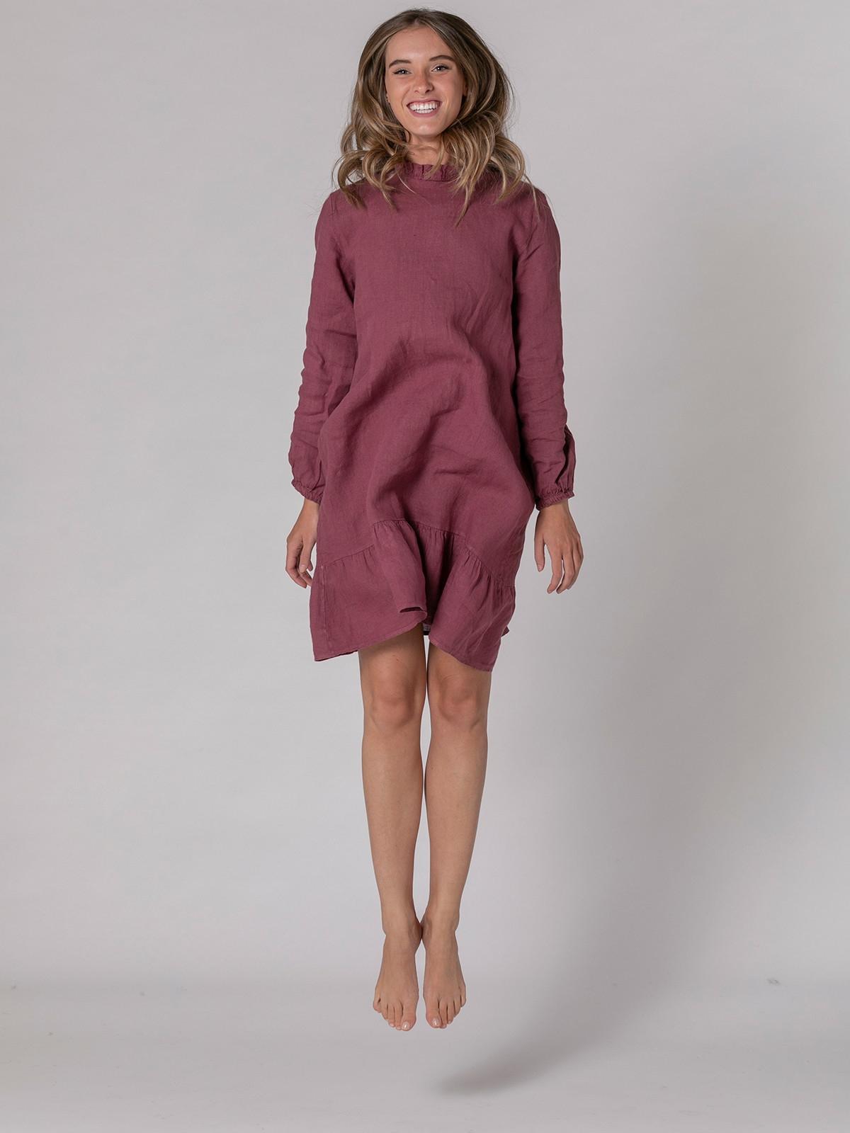 Woman Long sleeve linen dress details Mallow