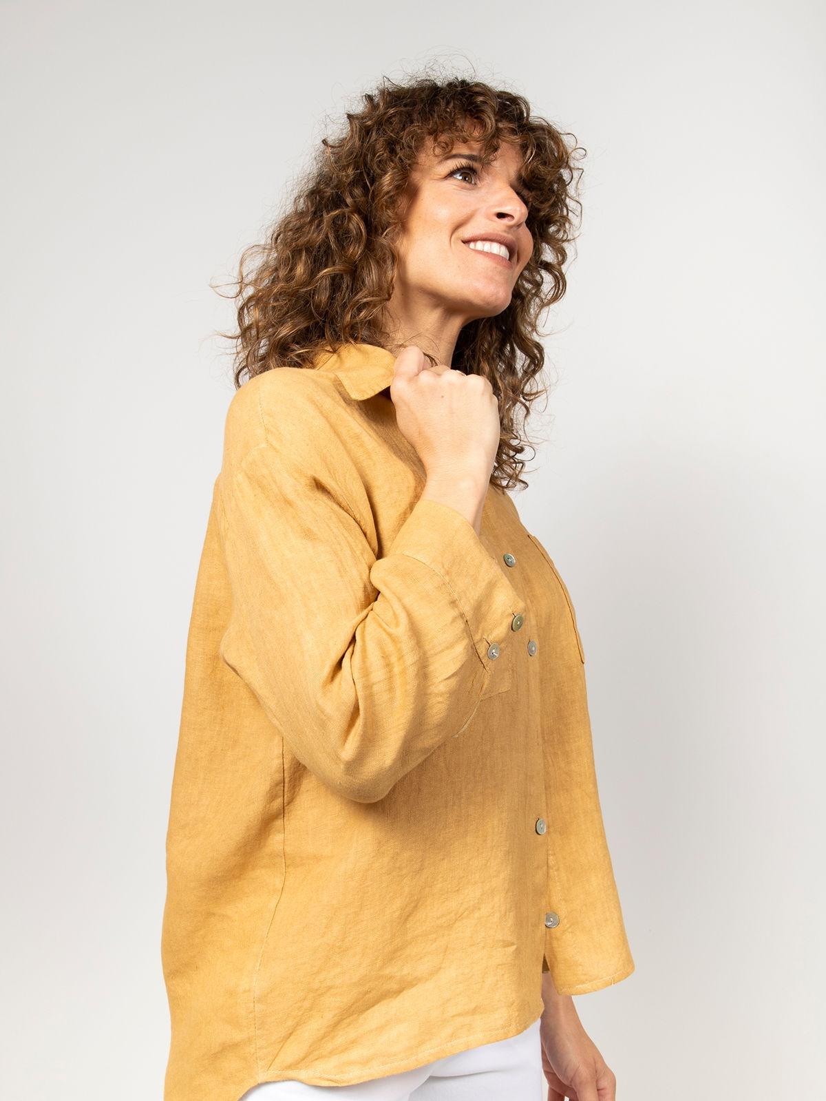 Camisa lino mujer bolsillos miel