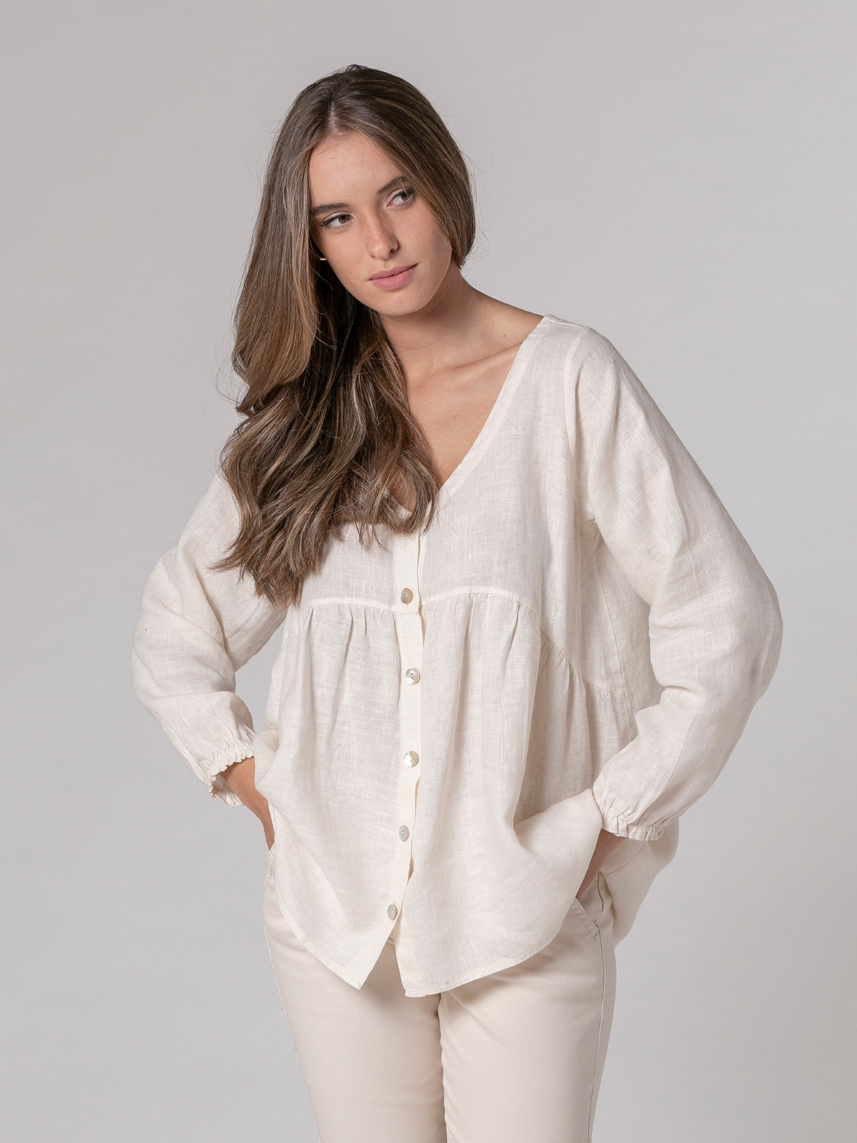 Woman V-neck linen shirt White