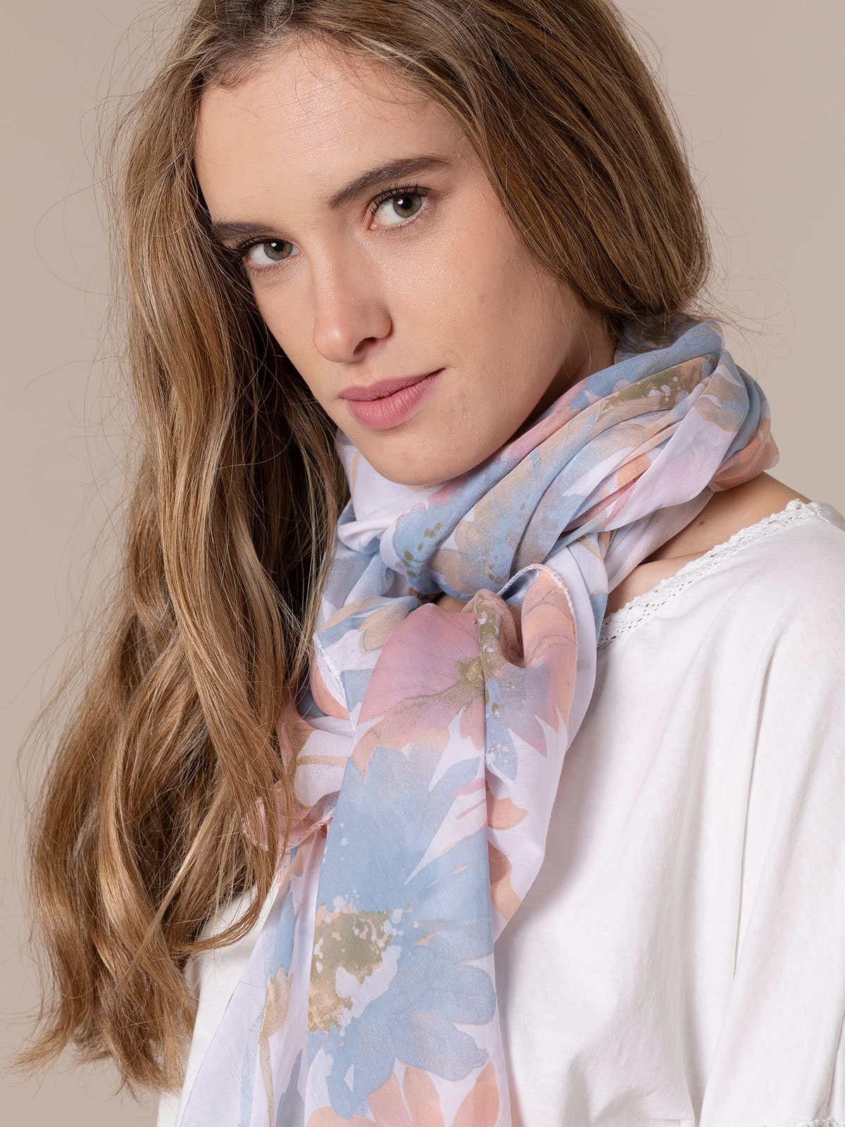 Woman Faded flower print scarf Blue