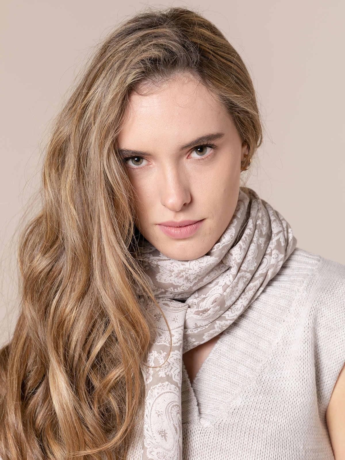 Woman Amoeba print scarf Beige
