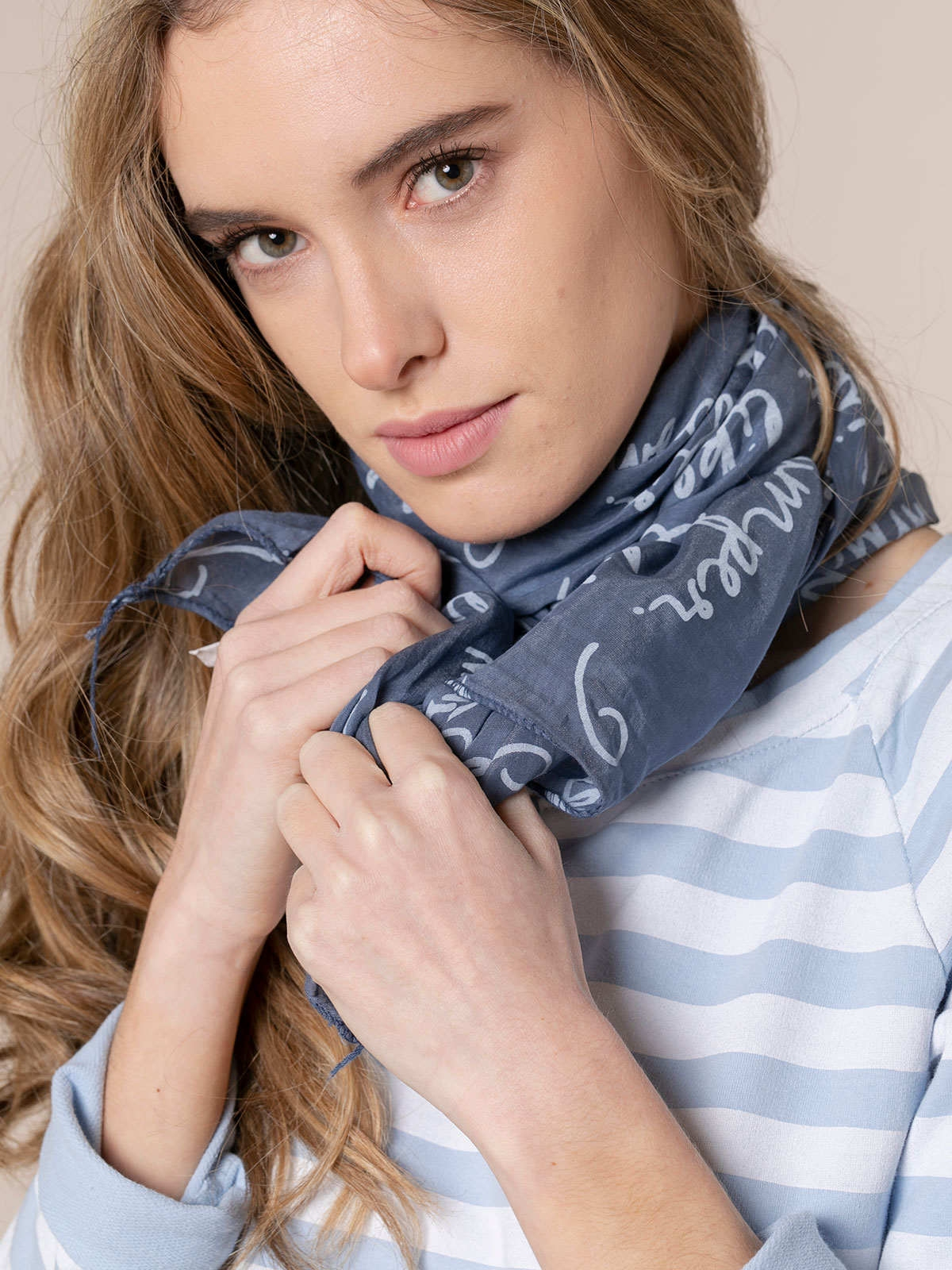 Woman Letters print scarf Blue Navy