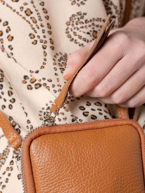 Woman Walk leather bag Camel