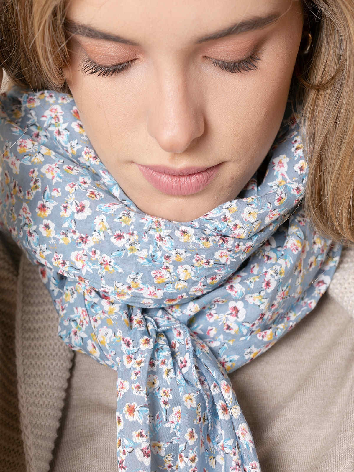 Woman Small flower print cotton scarf Blue