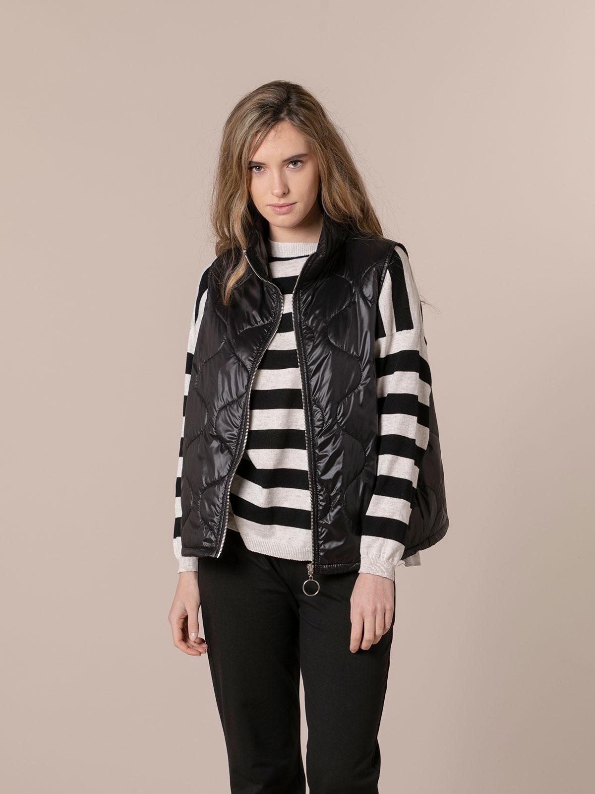 Woman Short padded vest Black