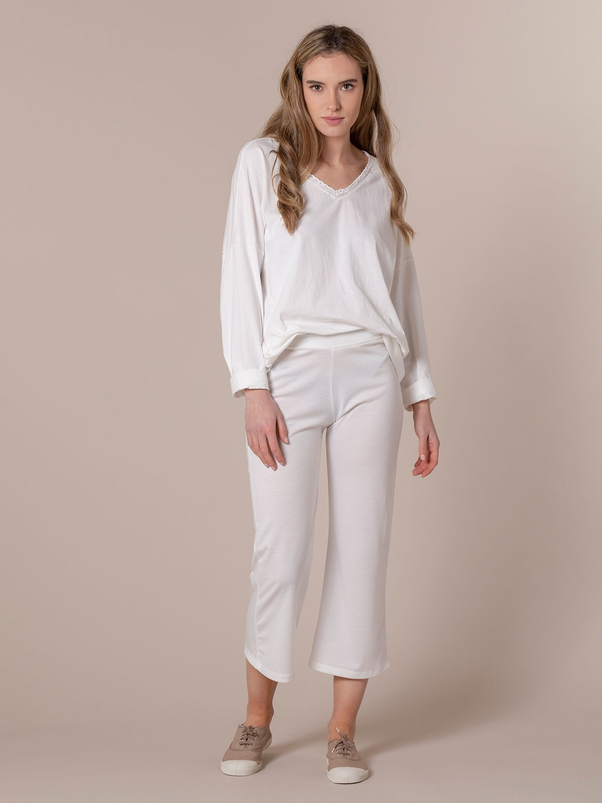 Woman Slightly flared cropped trousers White