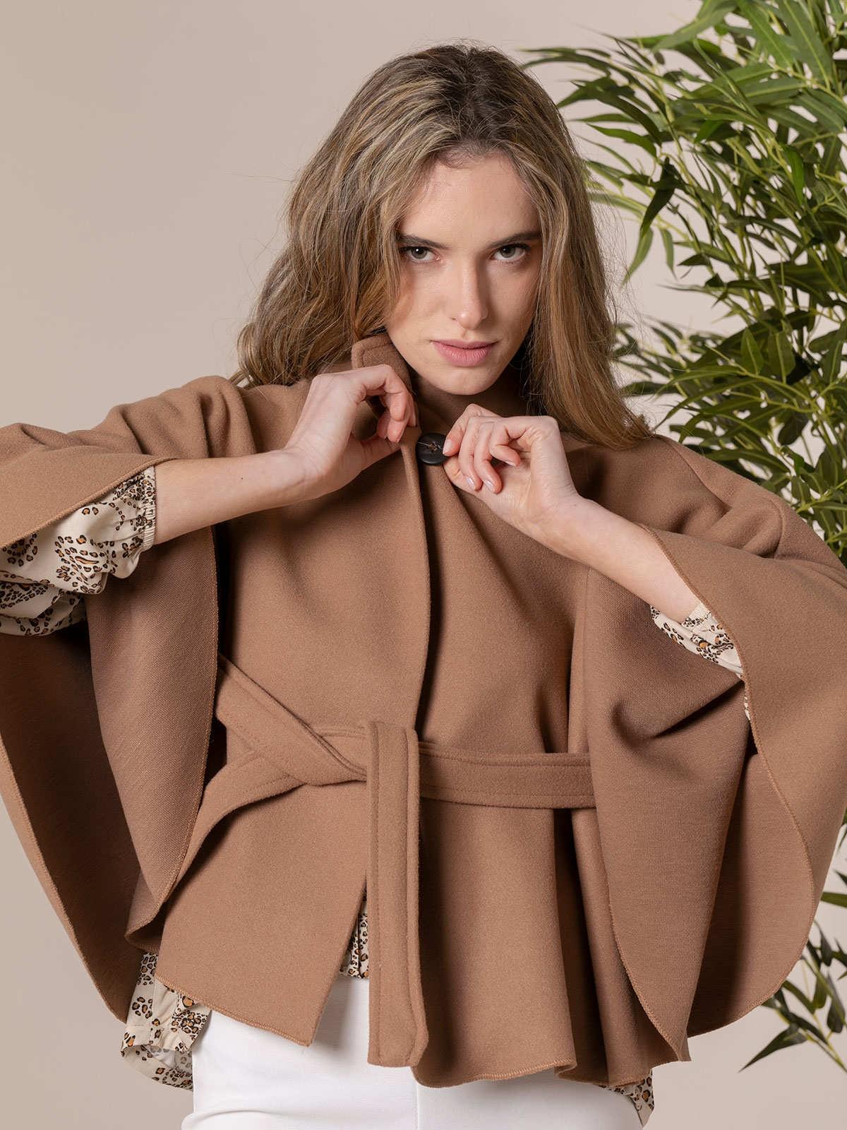 Woman short cape with belt Camel
