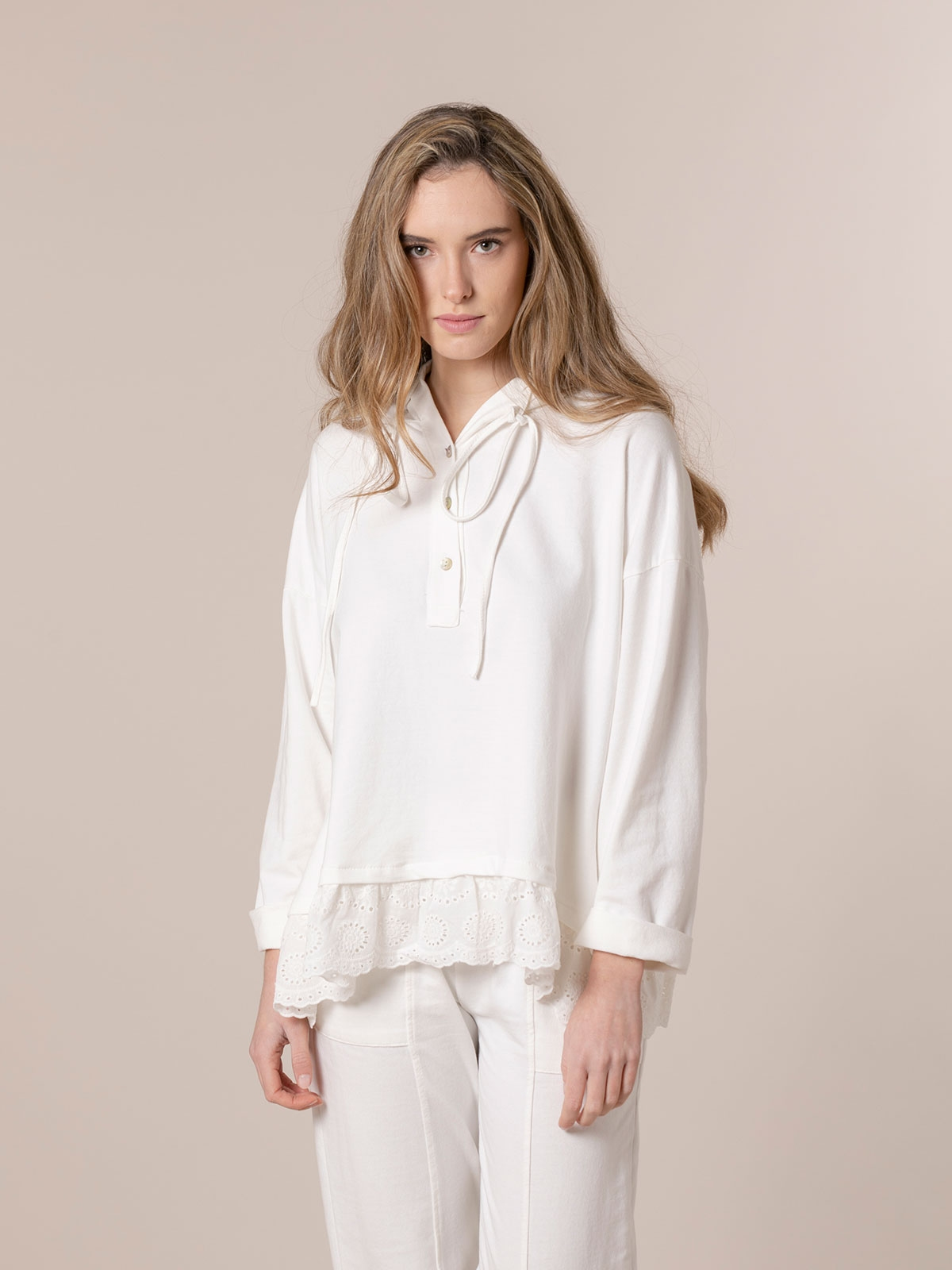 Woman Buttoned sweatshirt with lace hem White