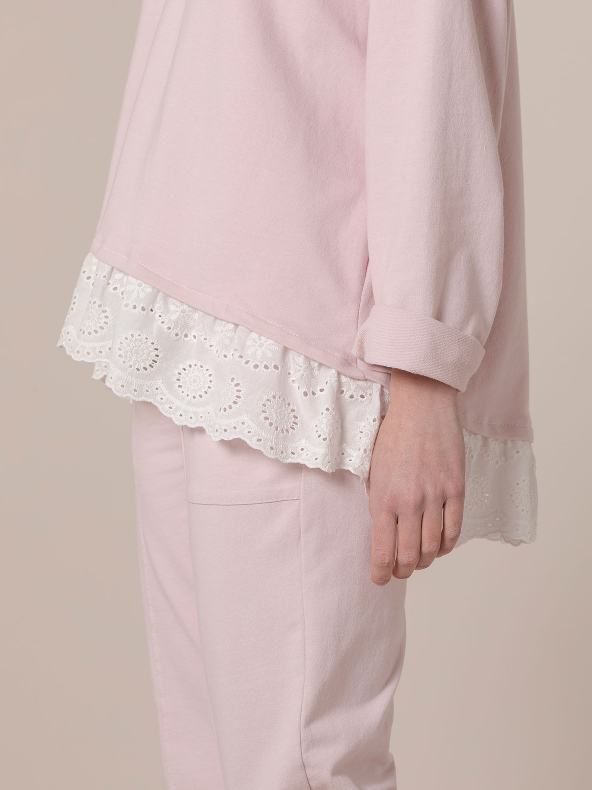 Woman Buttoned sweatshirt with lace hem Pink