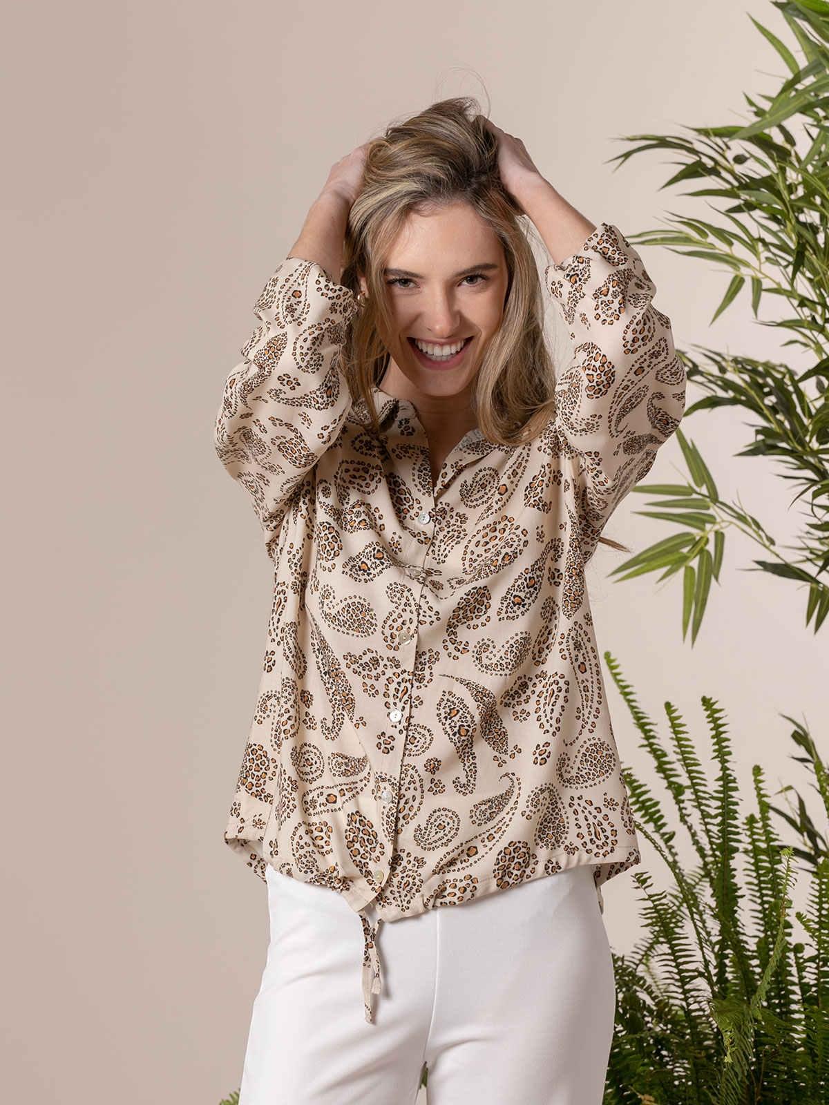 Woman Flowy printed shirt details Beige Claro