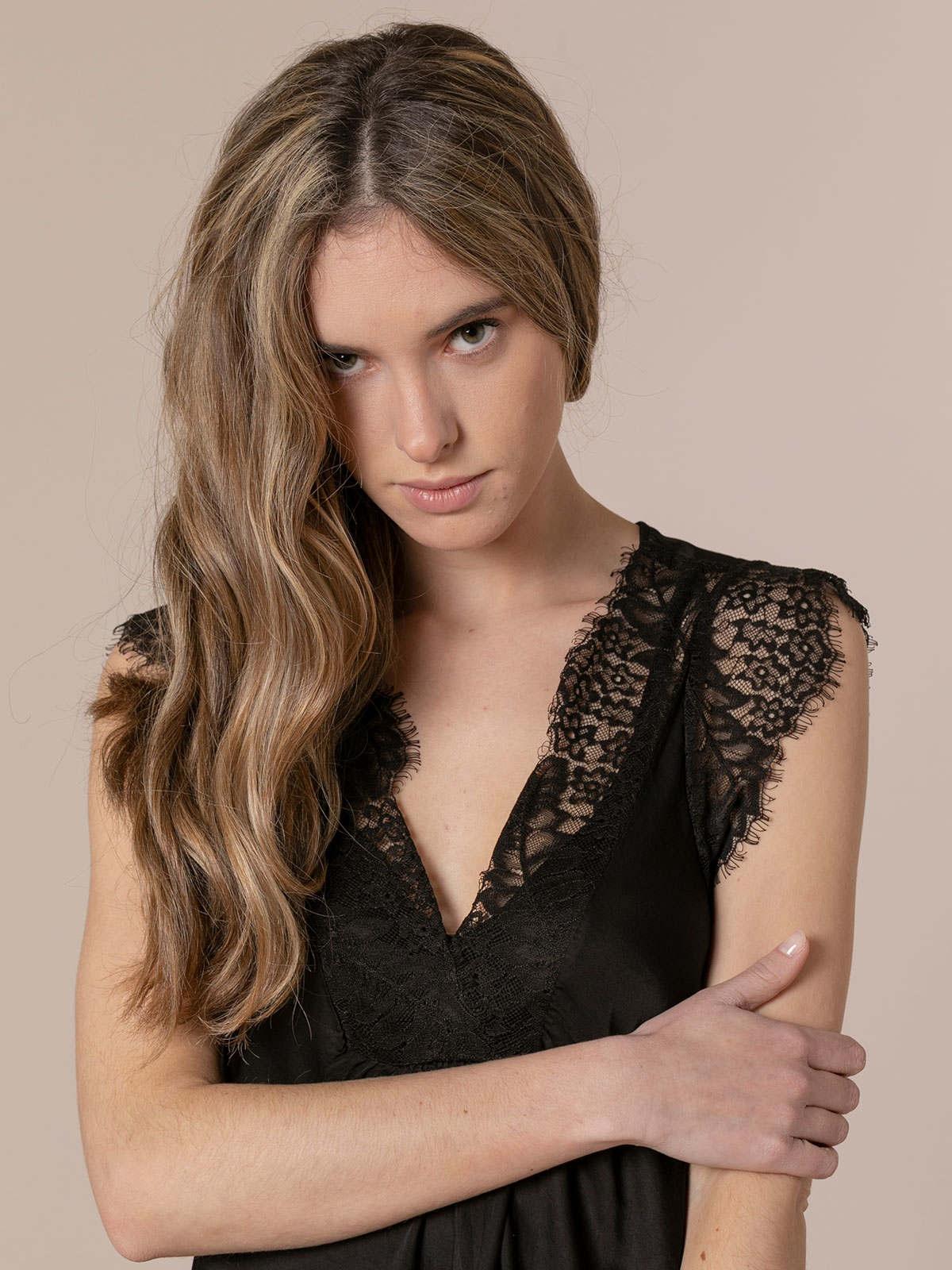 Top mujer lencero con crochet Negro