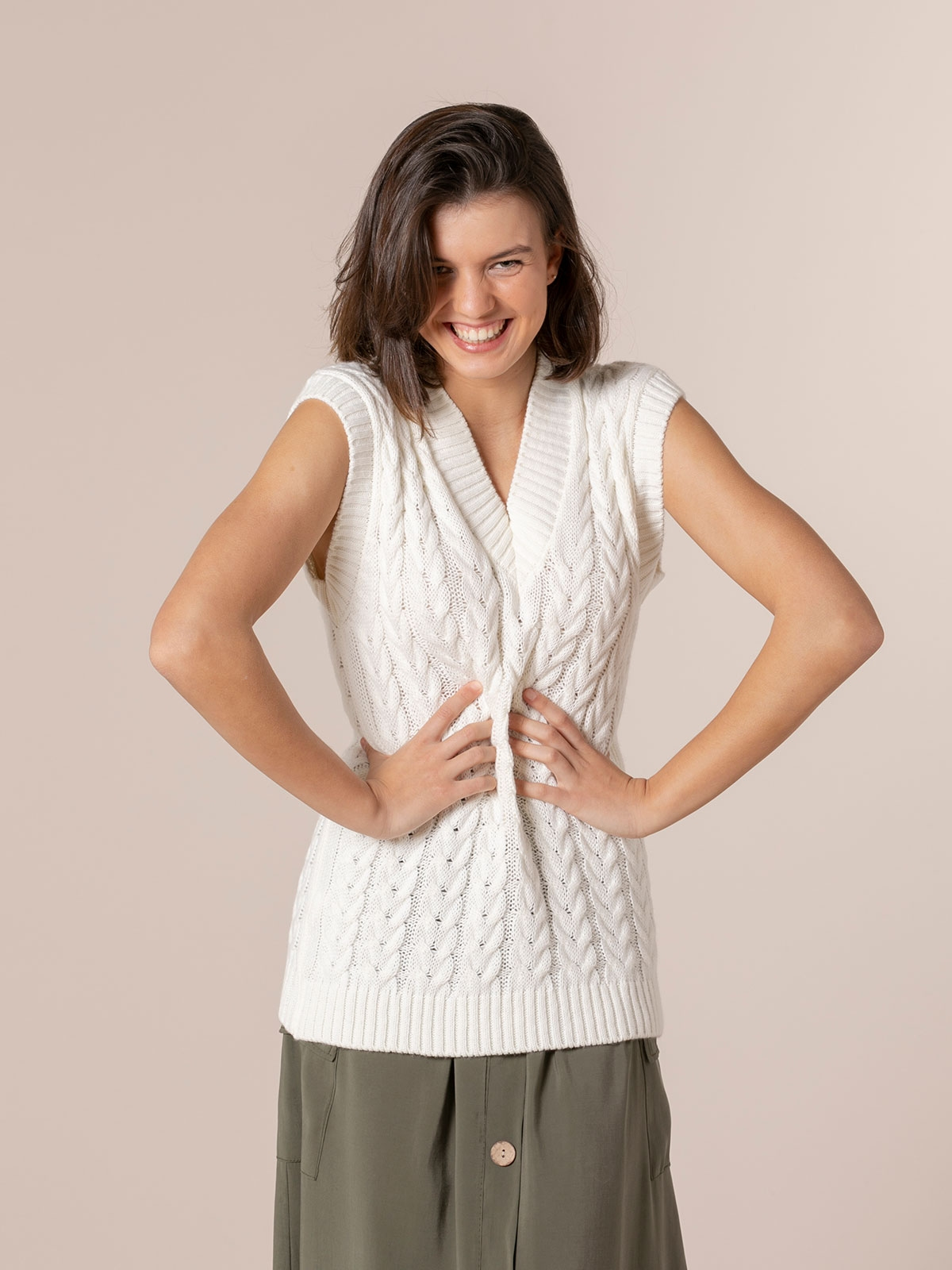 Woman point drawing eights waistcoat White