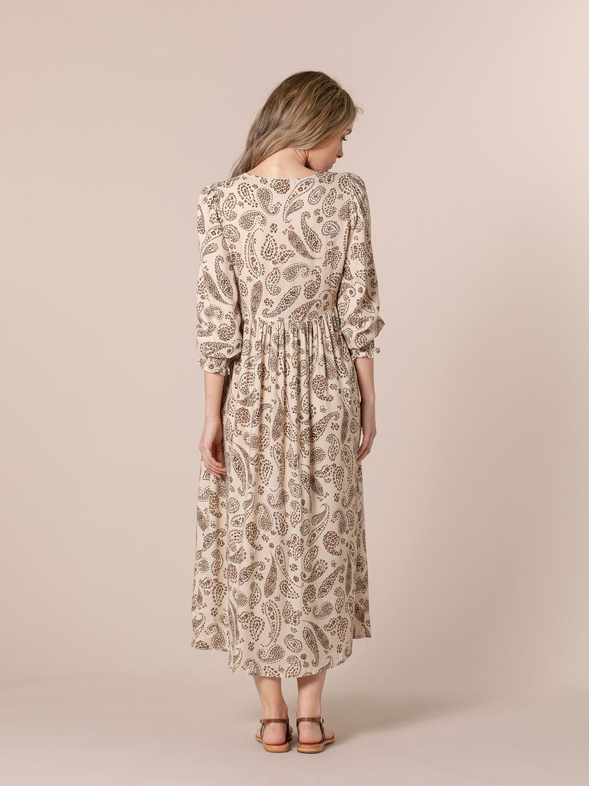 Woman Flowy floral print dress Beige