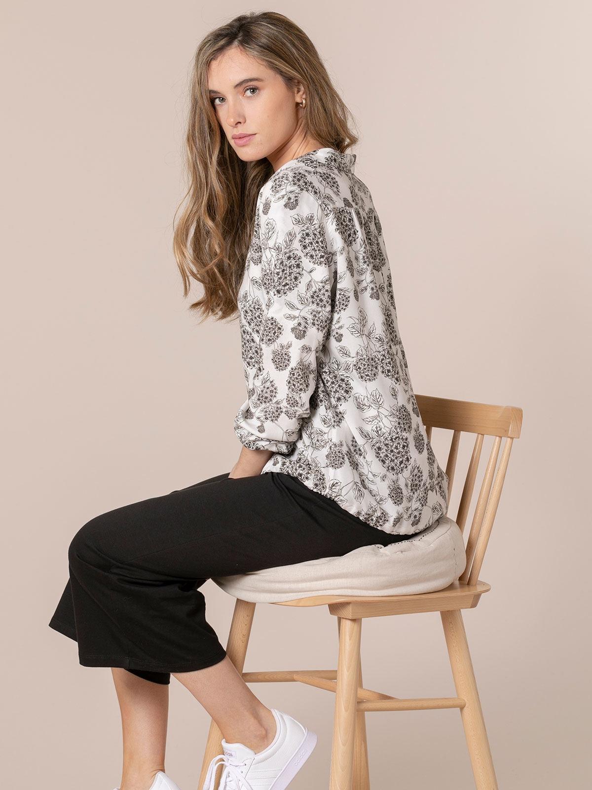 Woman Flowy printed shirt details Black