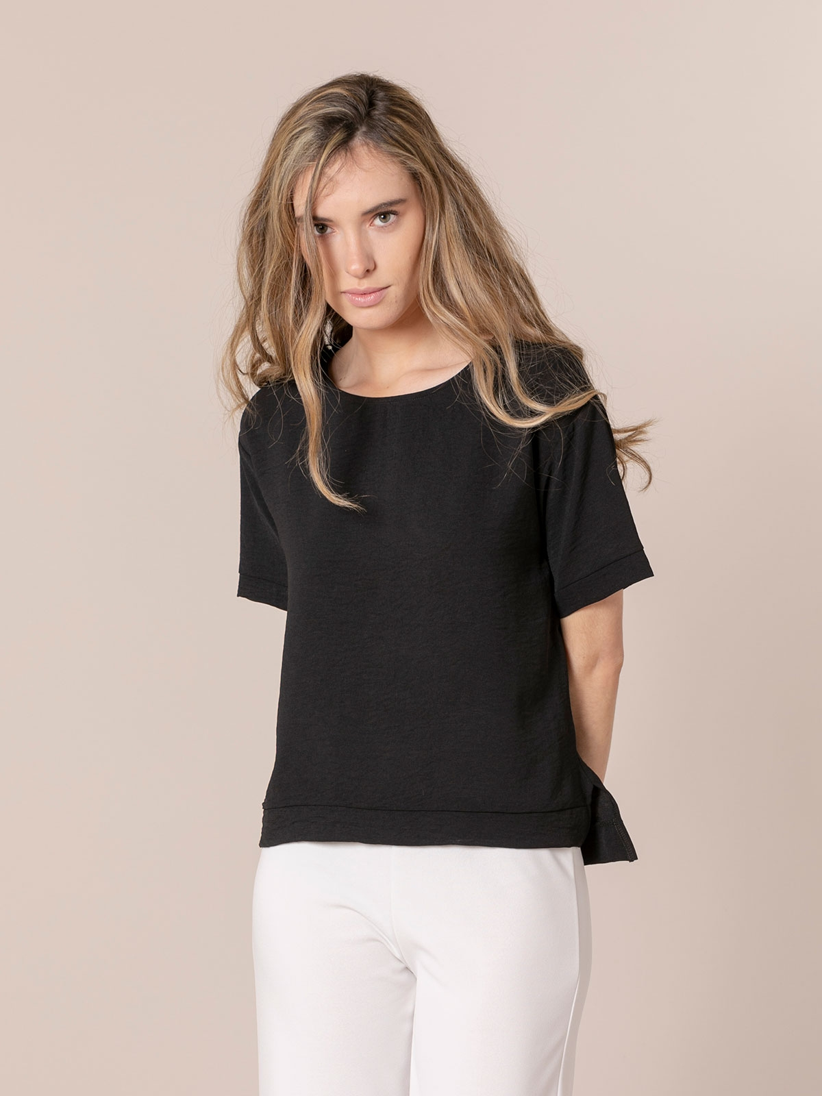 Woman Flowy blouse details Black