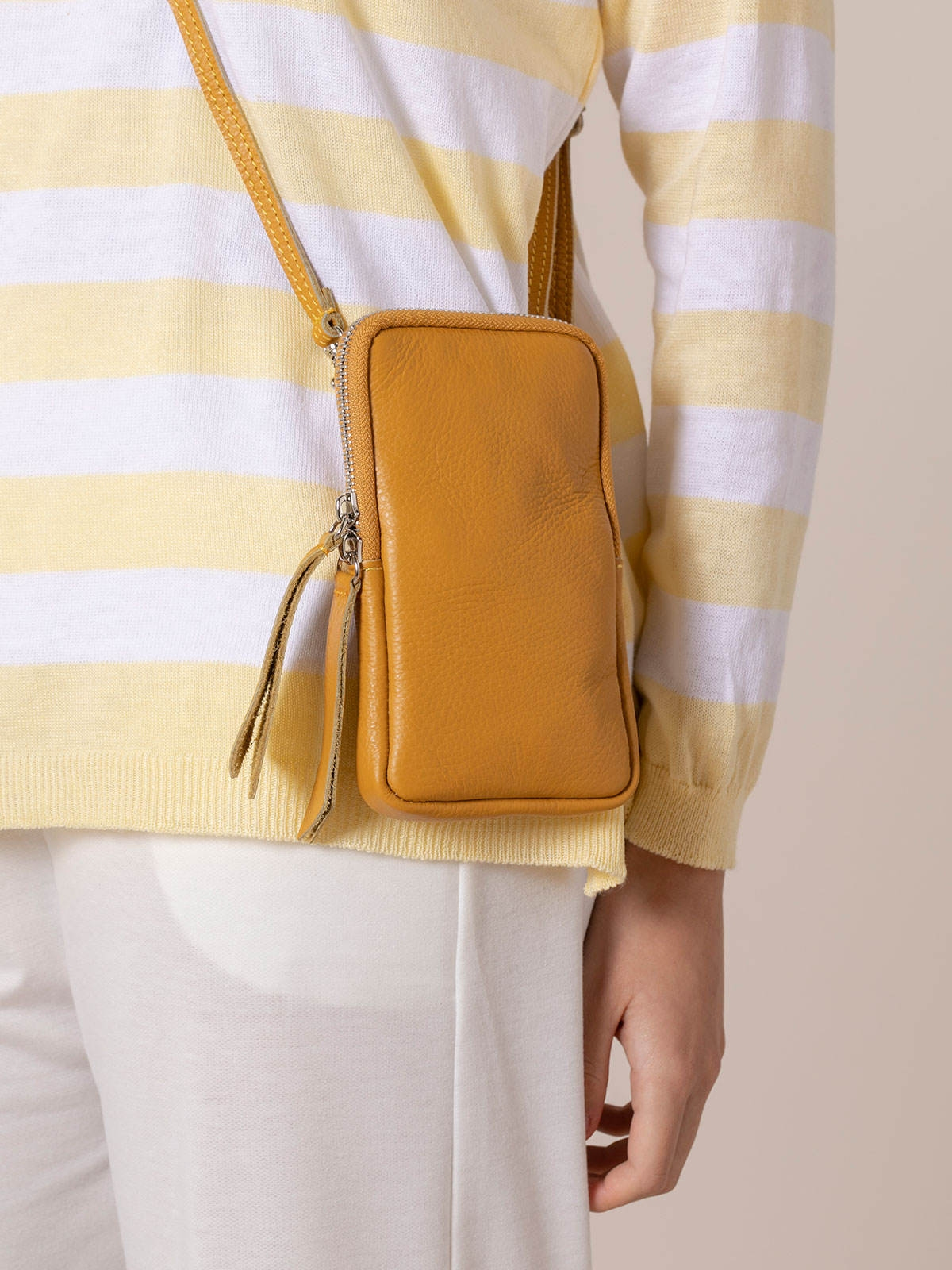 Woman Walk leather bag Mostaza