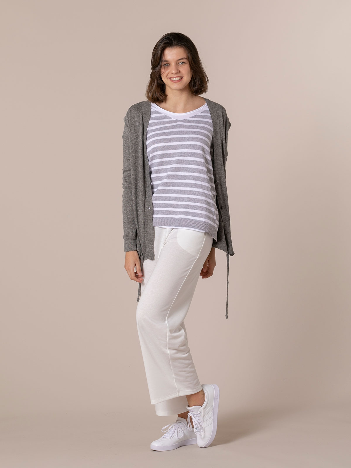 Woman Fine knit jacket with adjustable buttons Grey