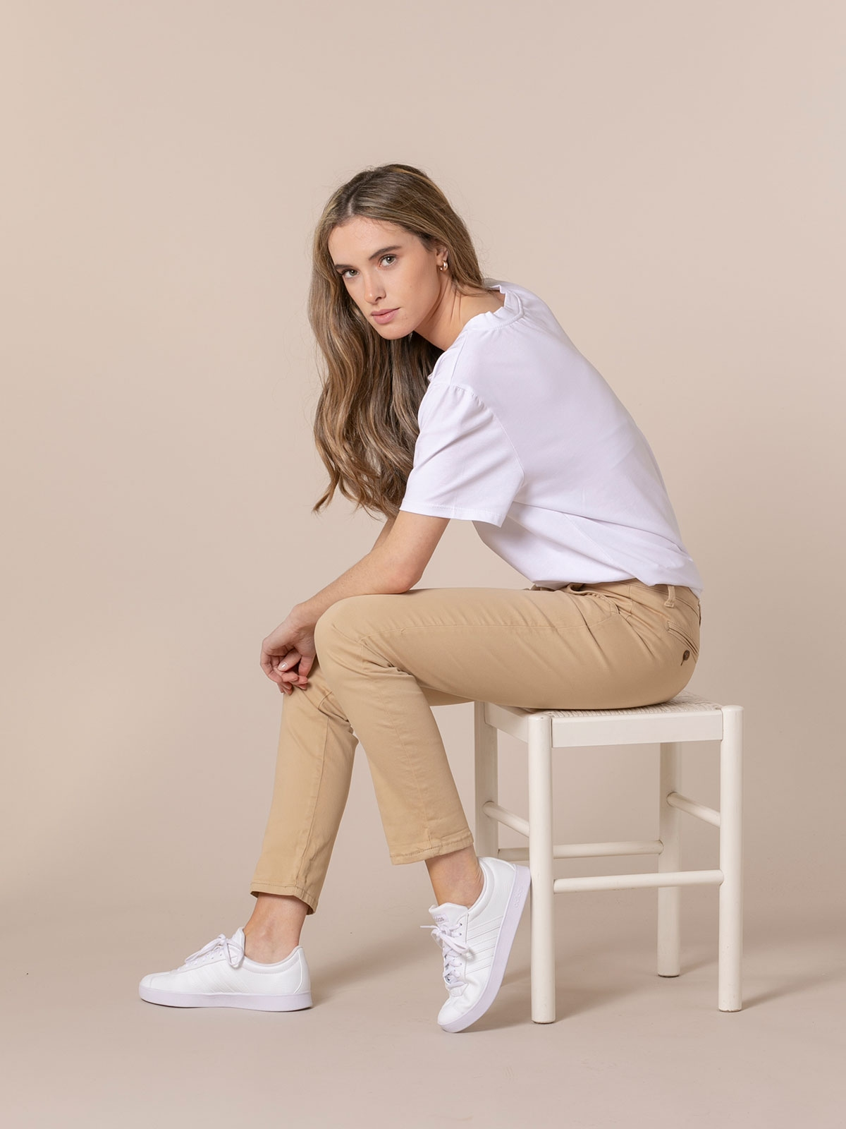 Woman Woman Elastic cotton chino pants Camel