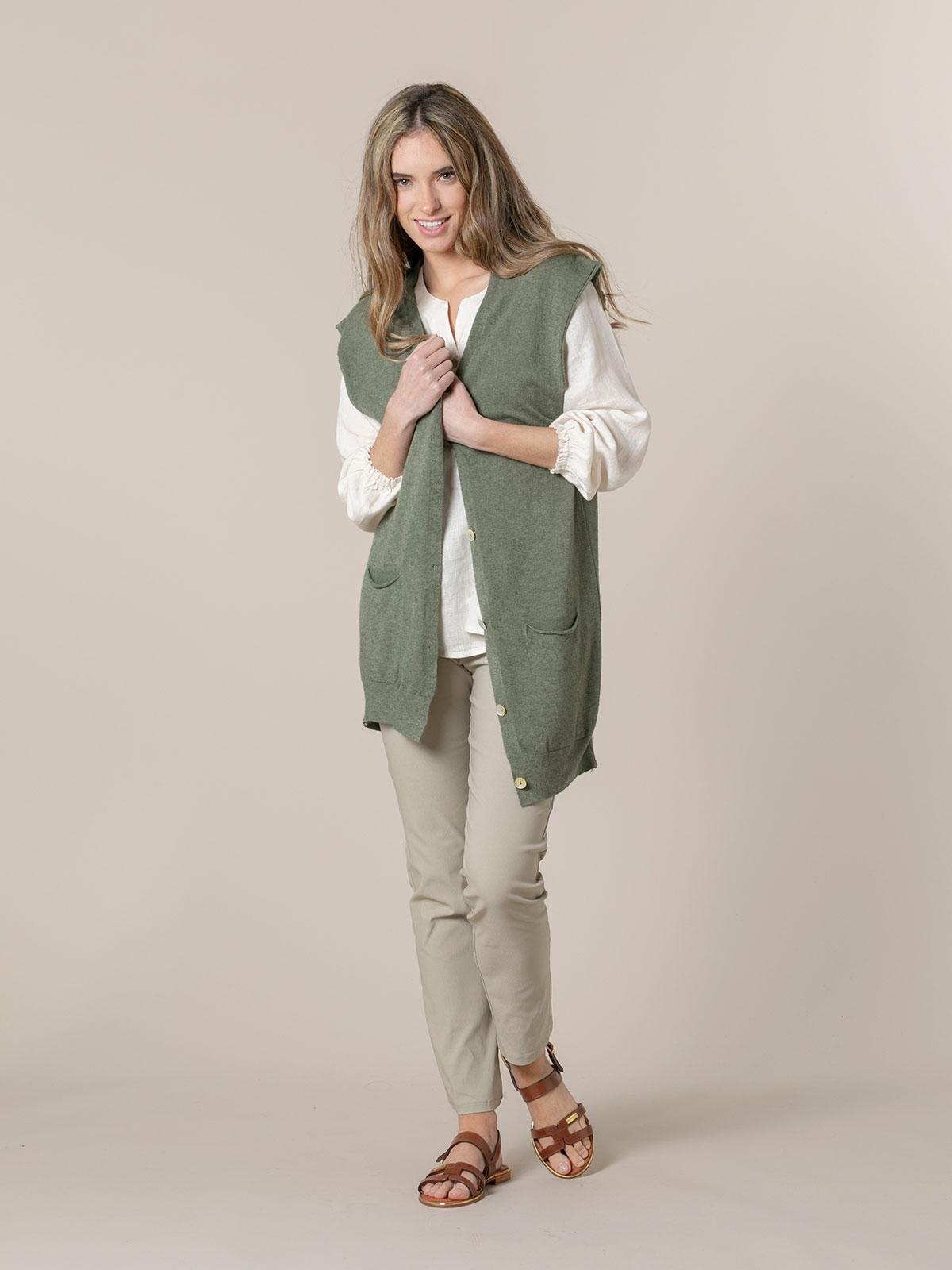 Chaleco mujer punto largo botones y bolsillos Caqui