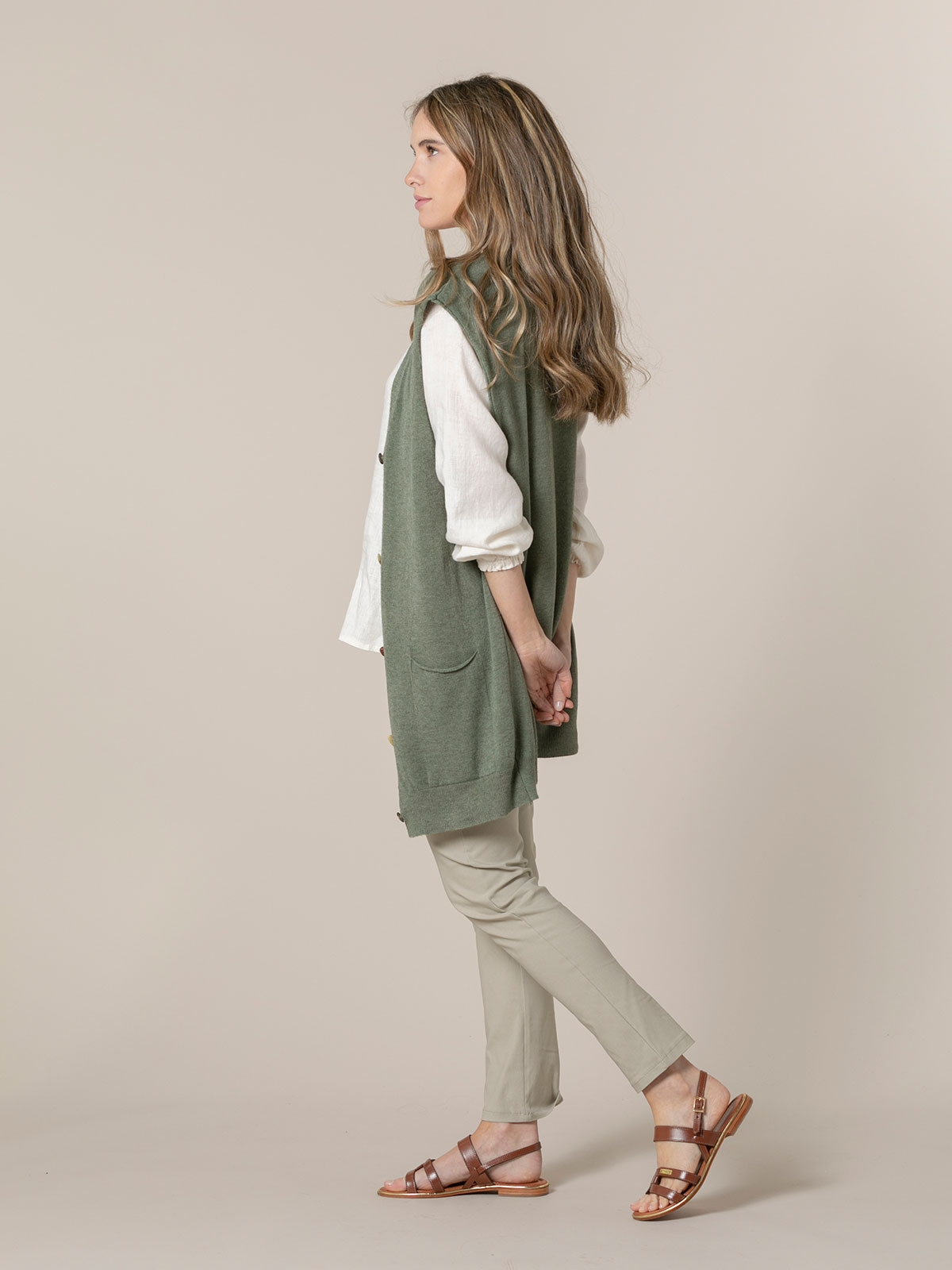 Woman Knitted vest and buttons Khaki