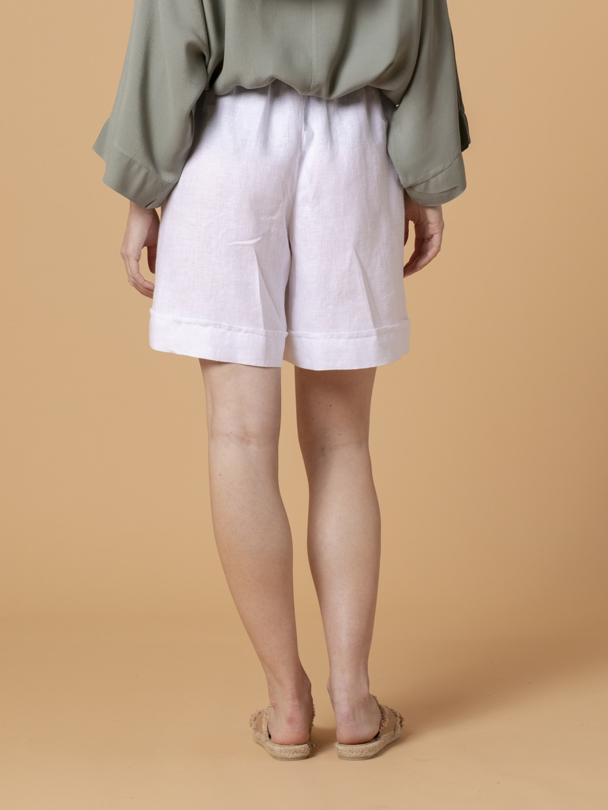 Woman Woman 100% linen bermuda White