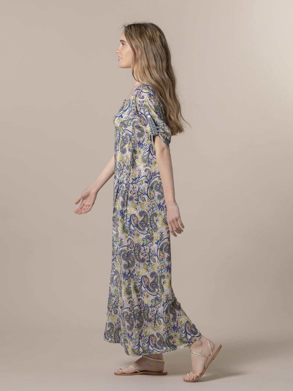 Woman Woman Long flowing dress Bluees
