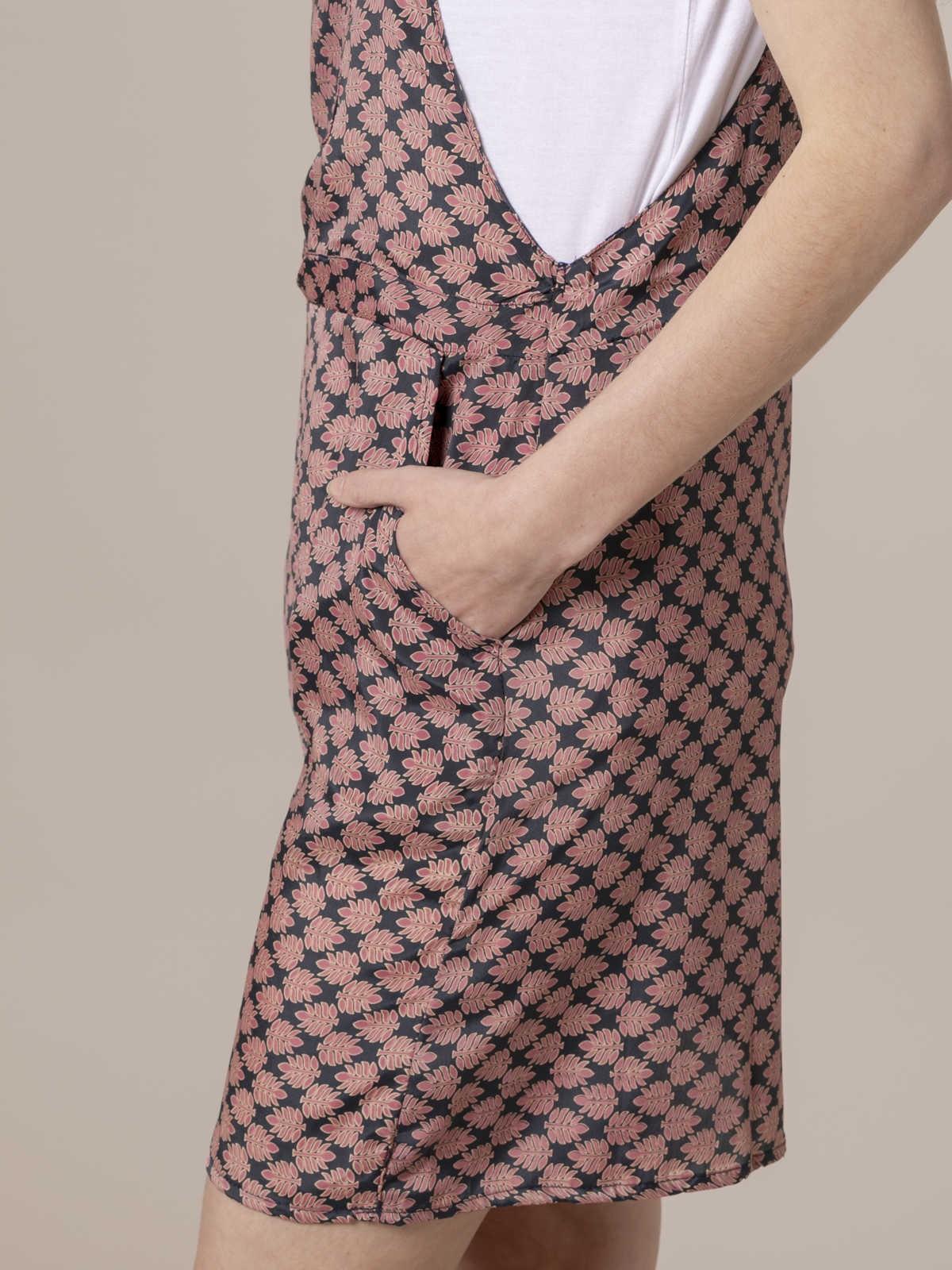 Woman Woman Flowy printed dungaree dress Grey/Pink