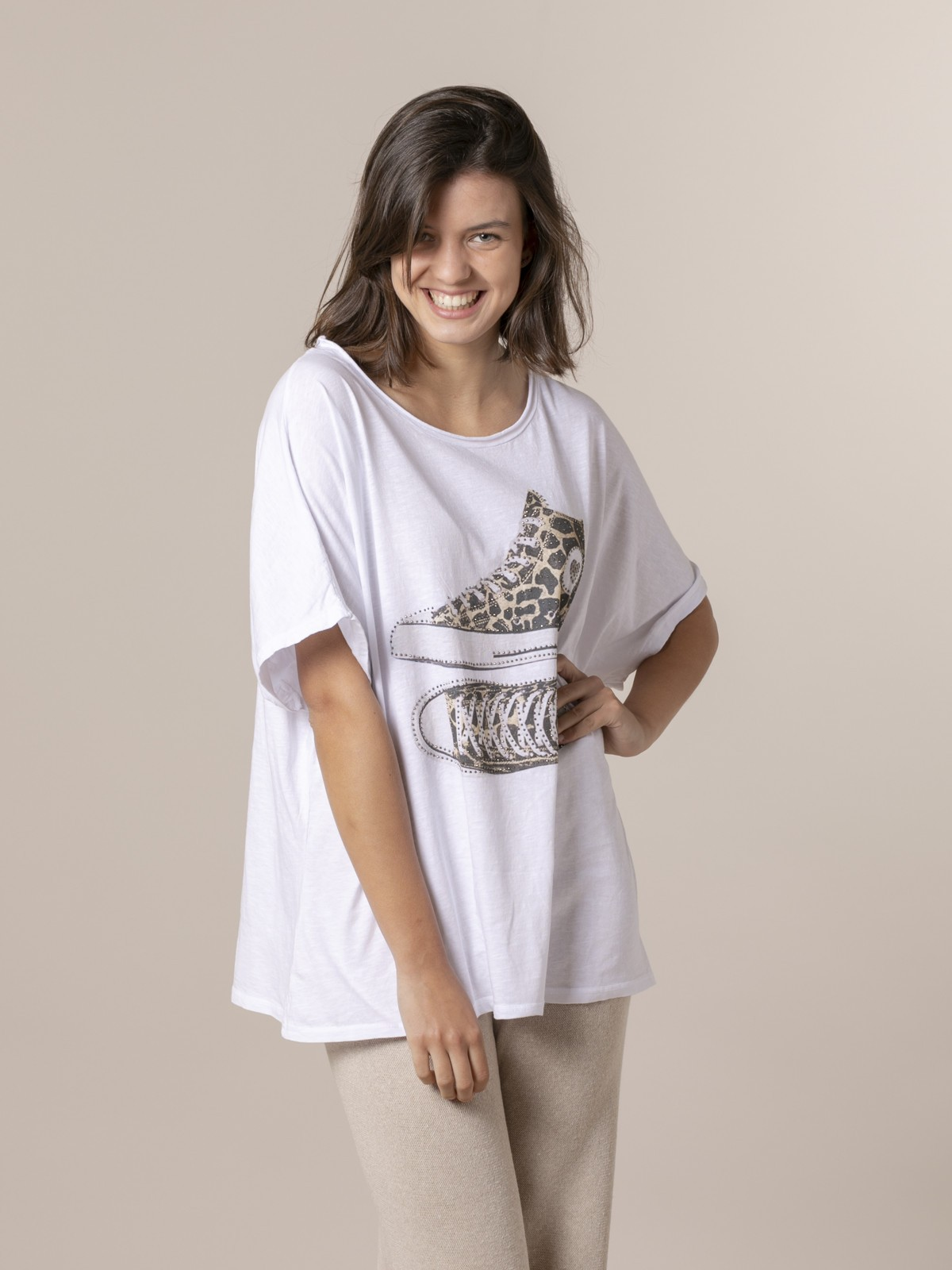 Woman Woman Animal print t-shirt with slippers Beige