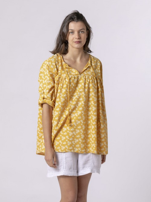 Woman Woman Printed lace blouse Amarillo